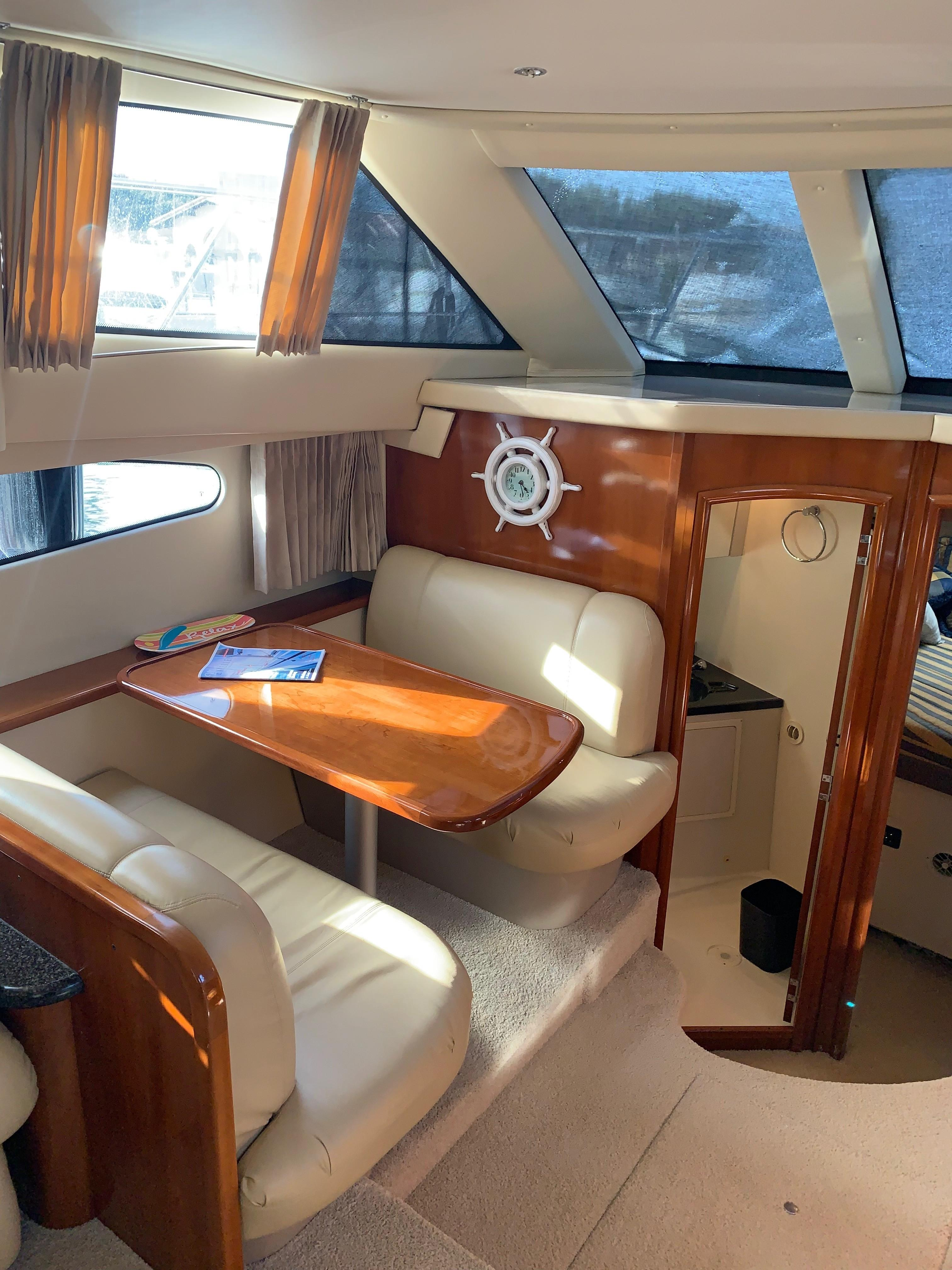 Carver 36 Motor Yacht - Booth Dinette