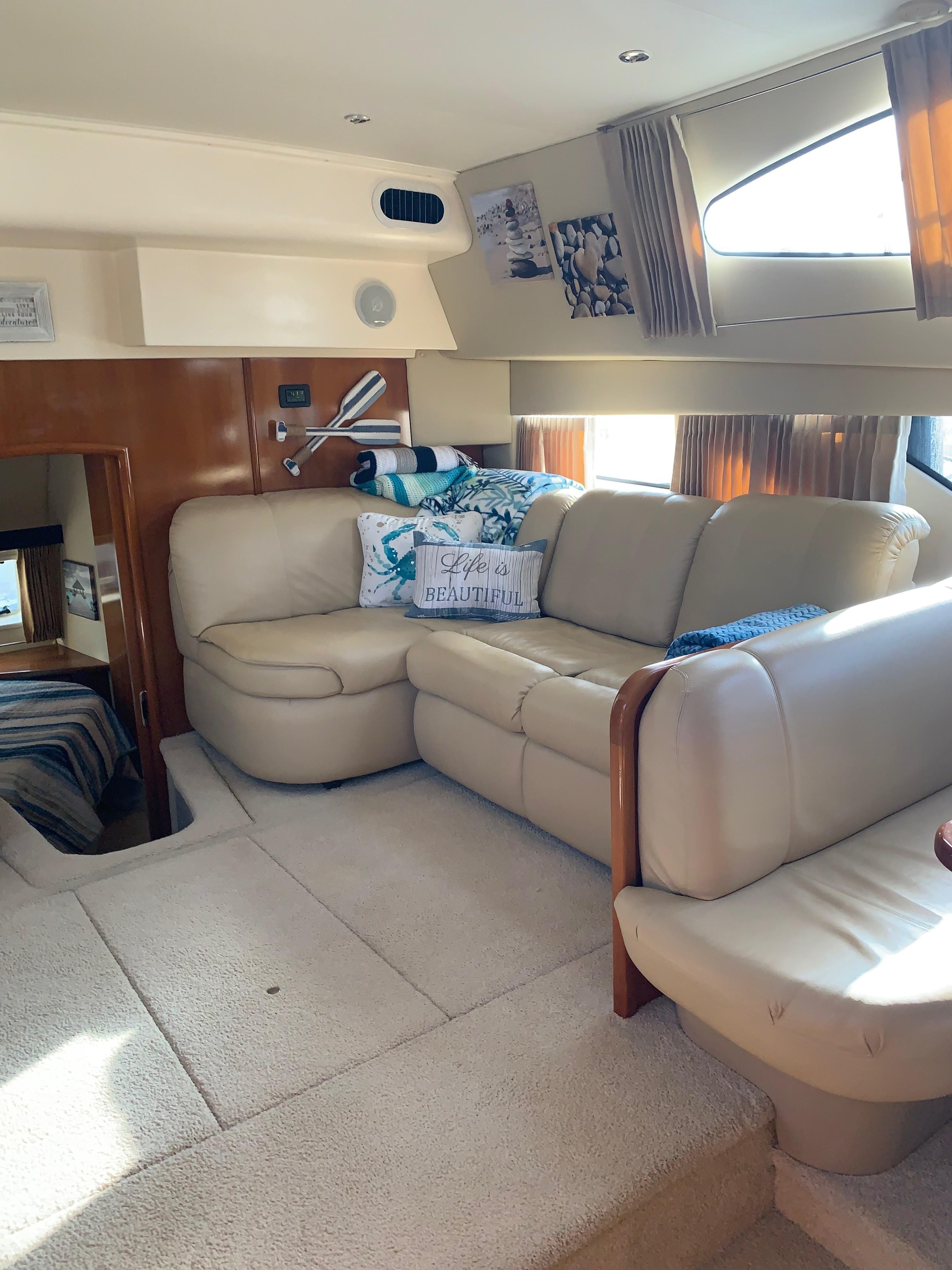 Carver 36 Motor Yacht - Salon Couch