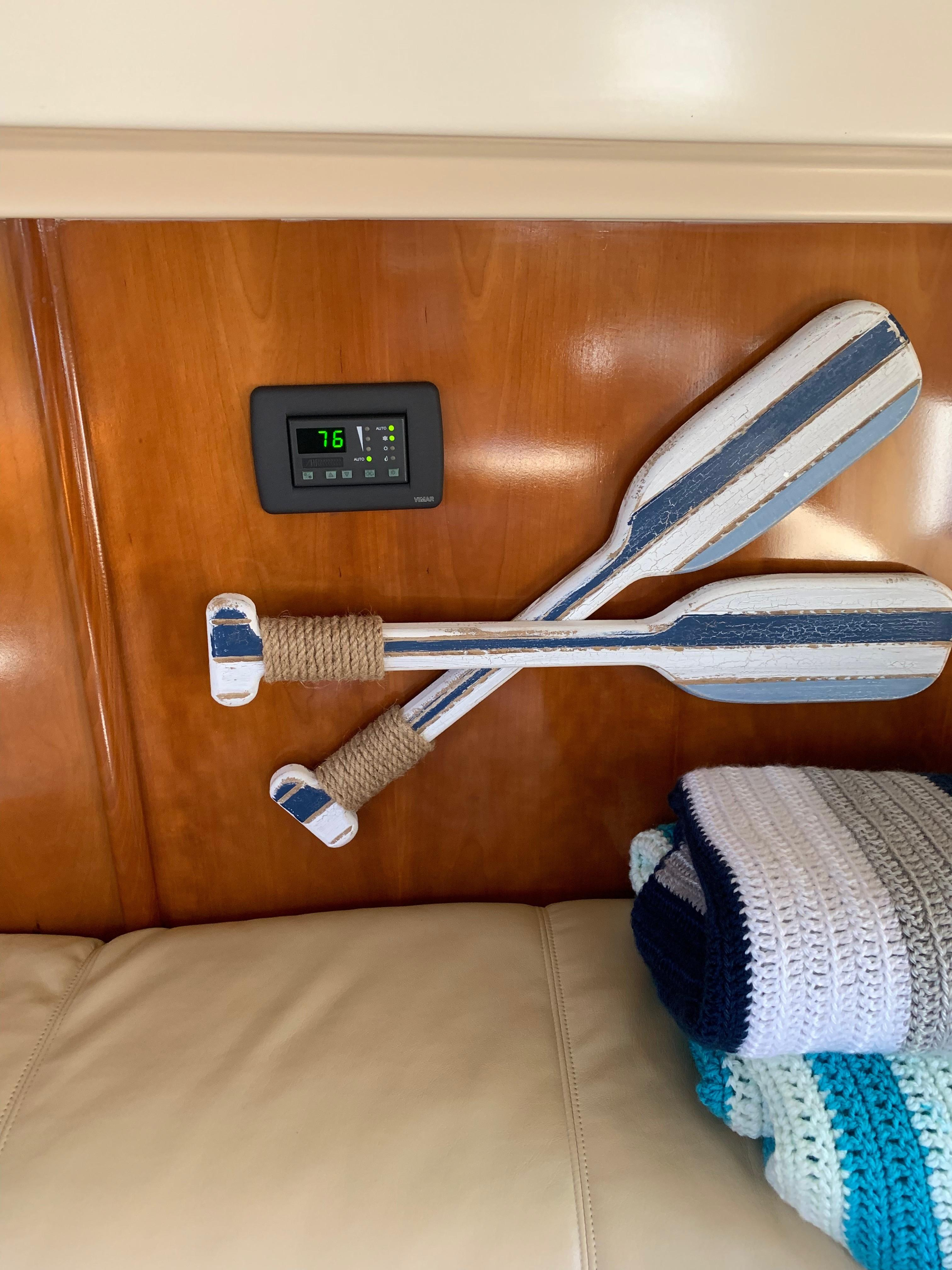 Carver 36 Motor Yacht - Digital AC
