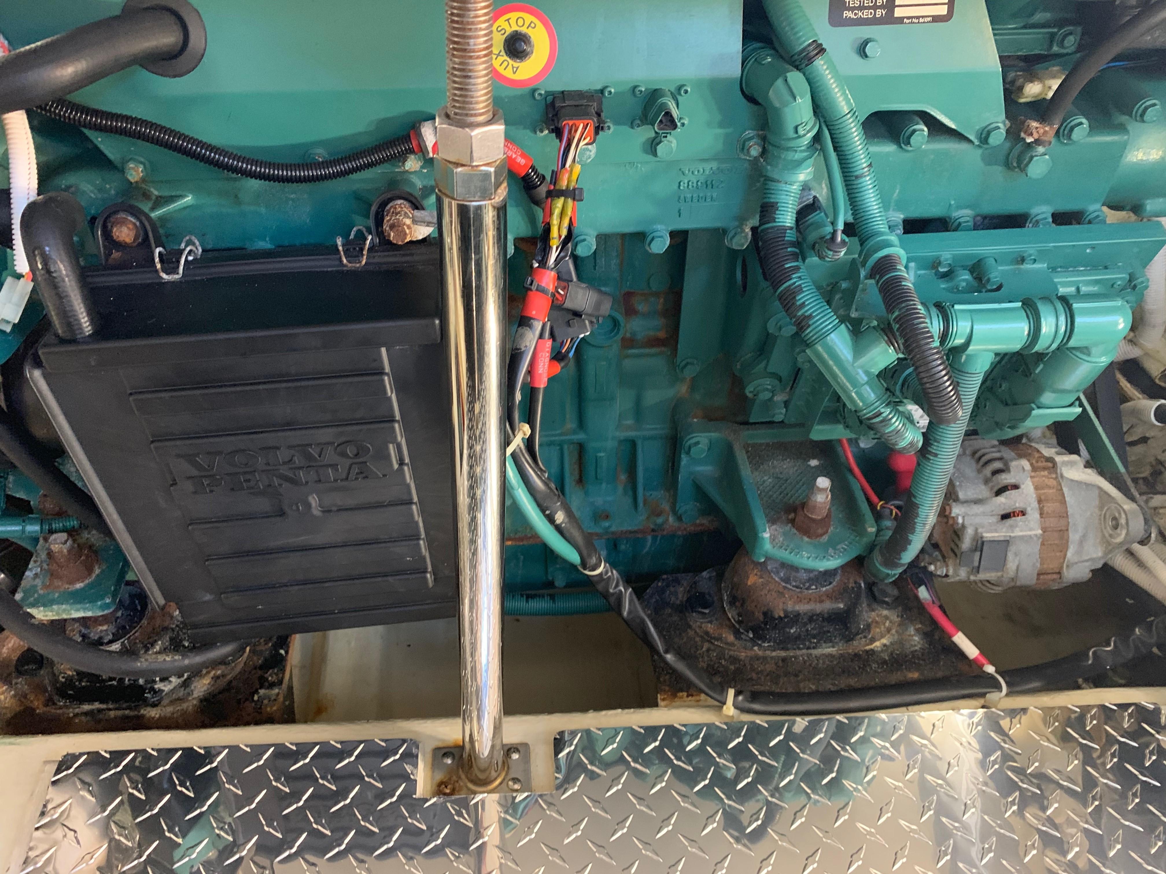 Carver 36 Motor Yacht - Engine