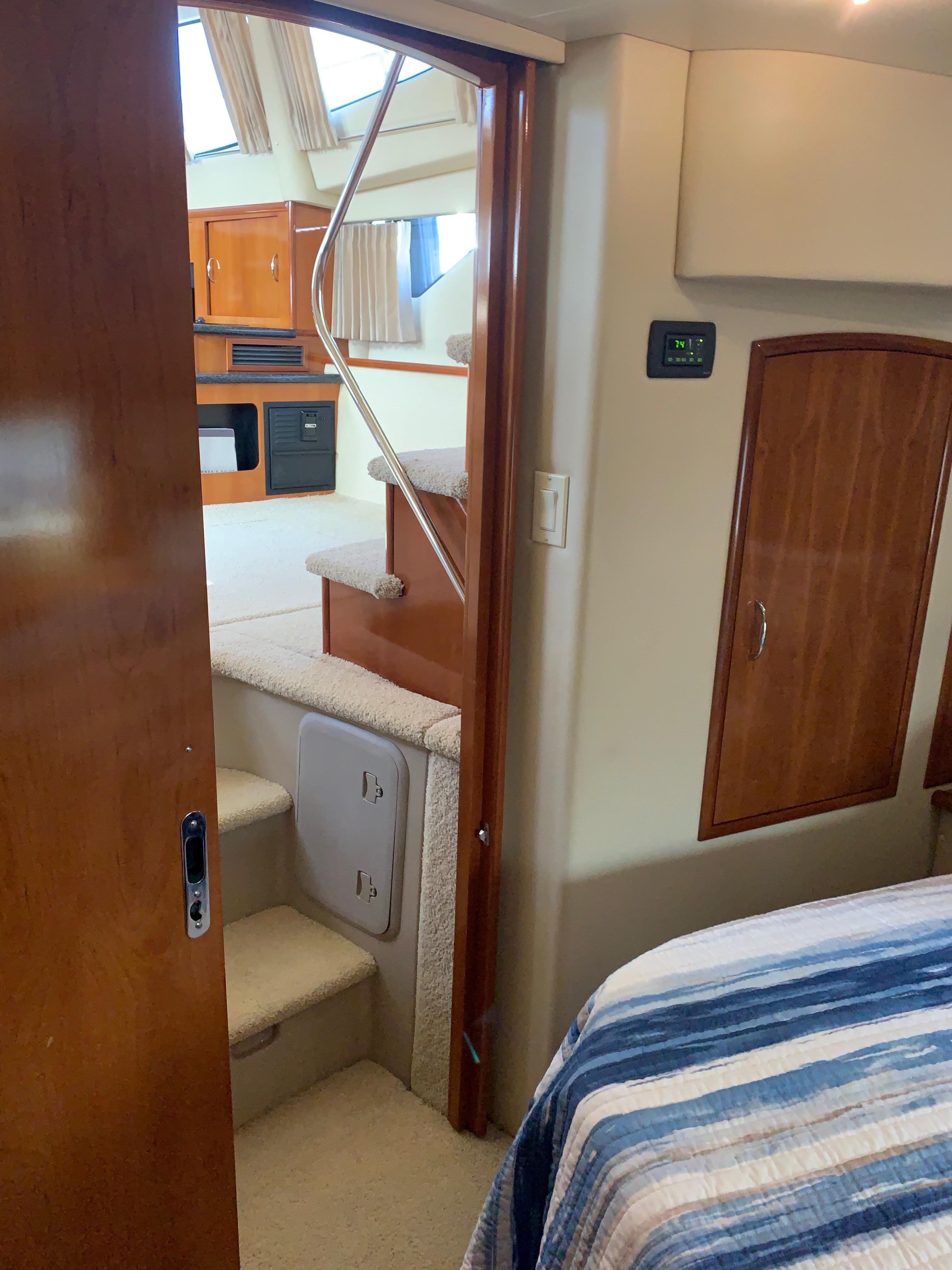 Carver 36 Motor Yacht - Master Entrance