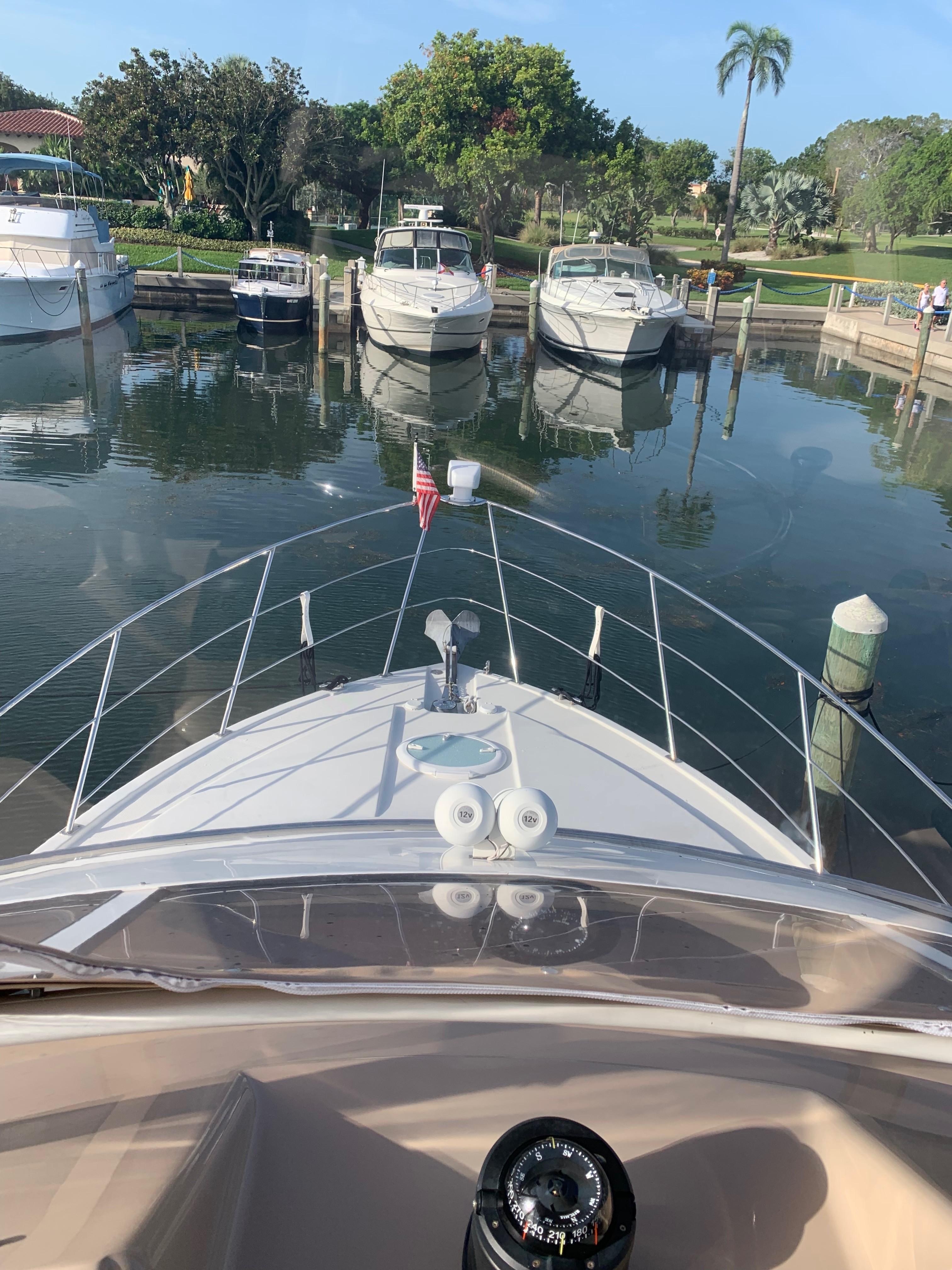 Carver 36 Motor Yacht - Bow2