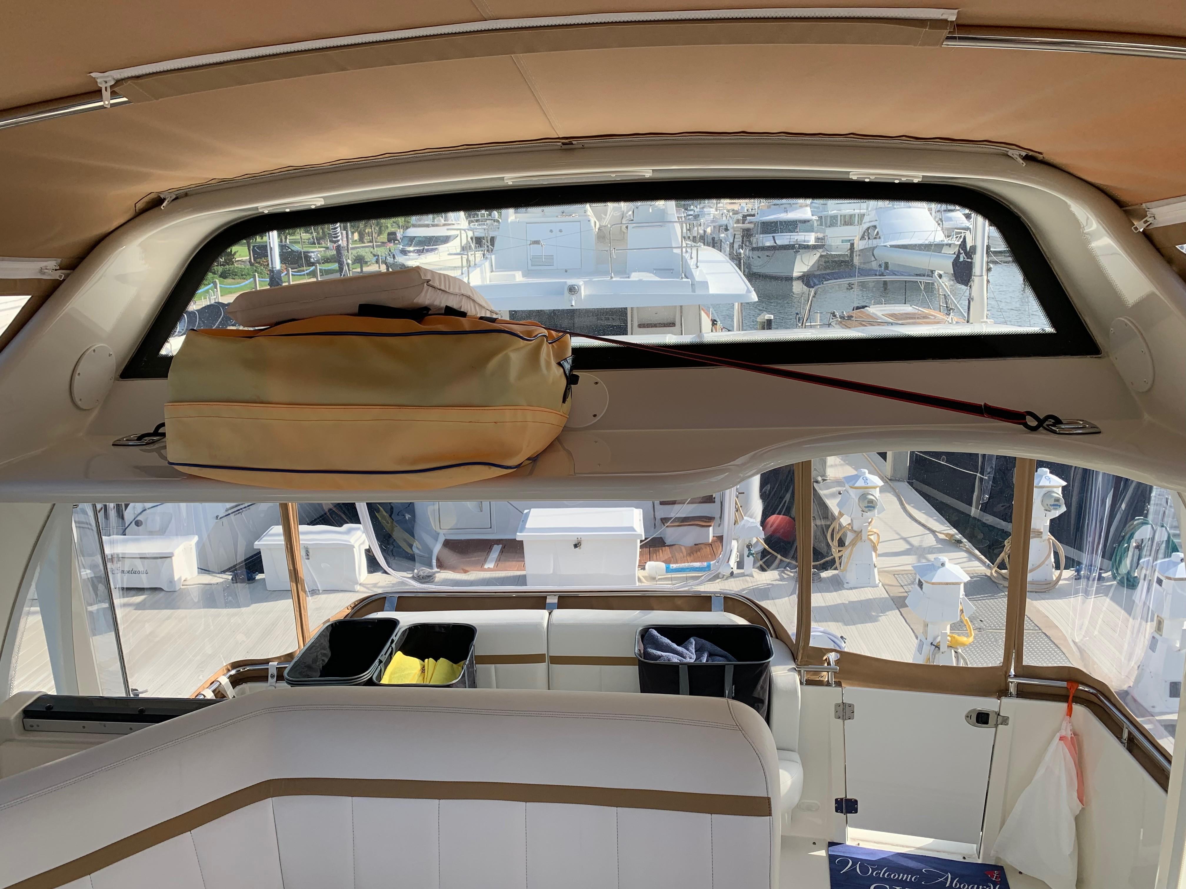 Carver 36 Motor Yacht - Arch