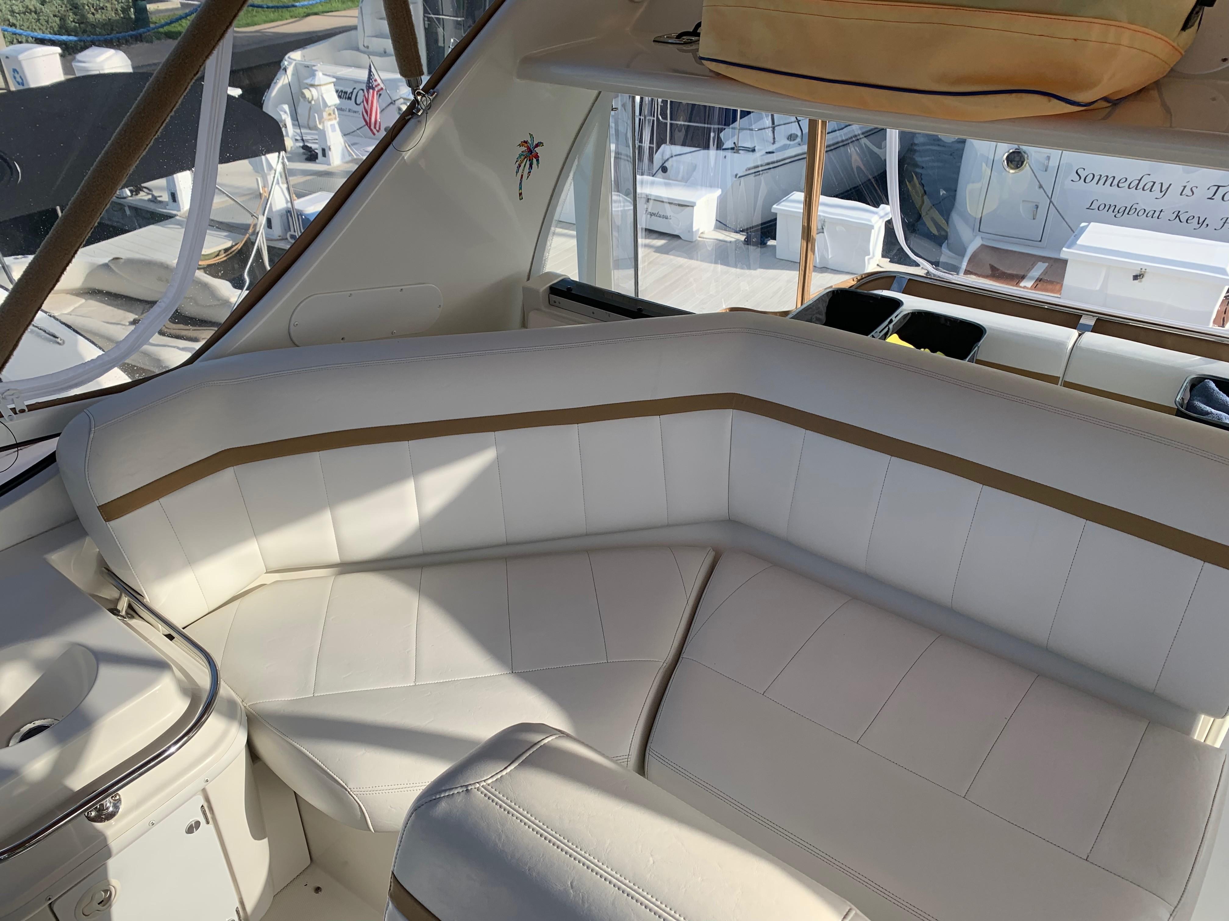 Carver 36 Motor Yacht - Bridge Seats