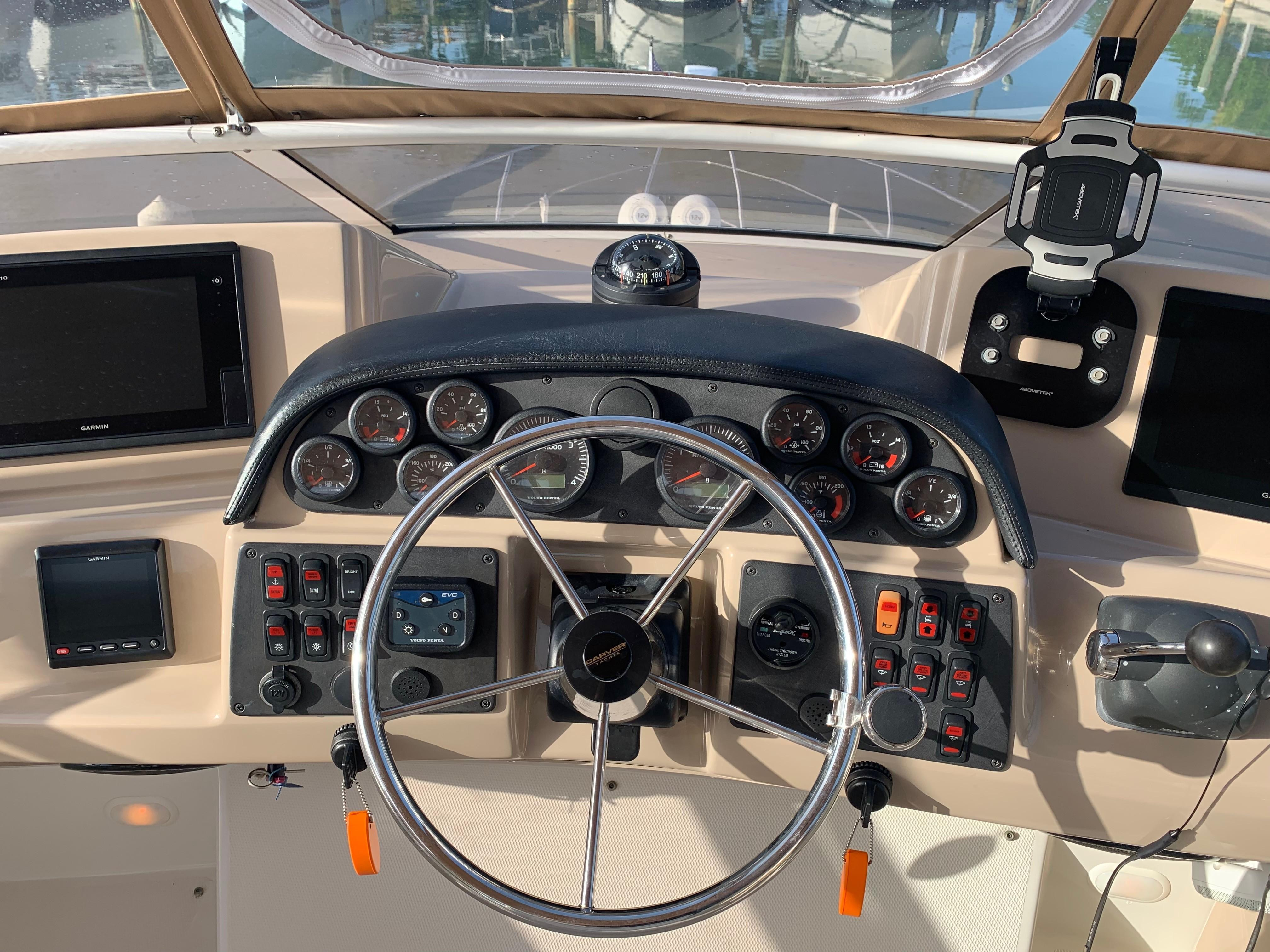 Carver 36 Motor Yacht - Helm 2