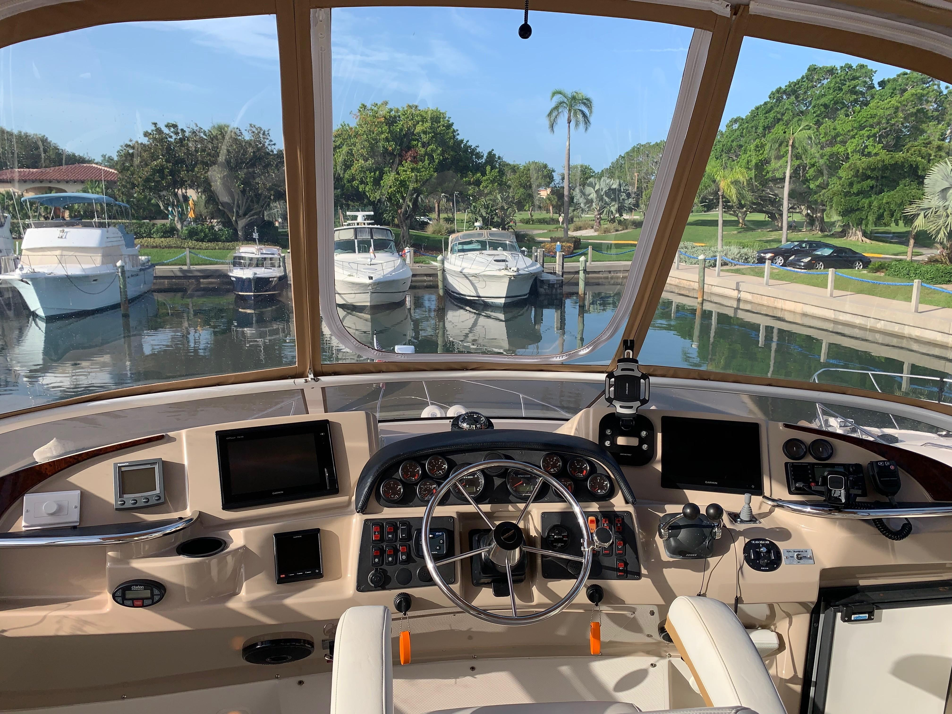 Carver 36 Motor Yacht - Helm