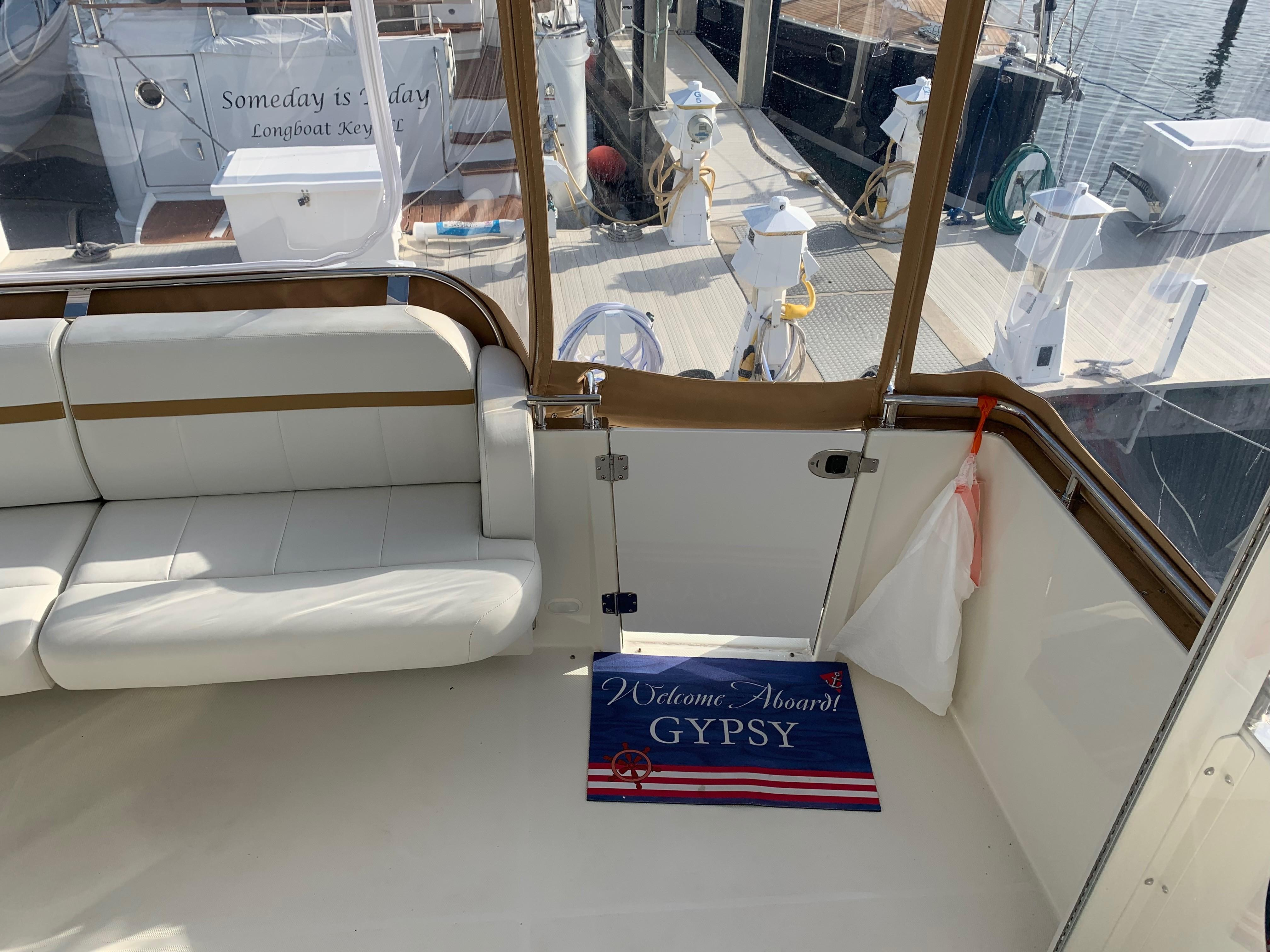 Carver 36 Motor Yacht - Deck Companionway