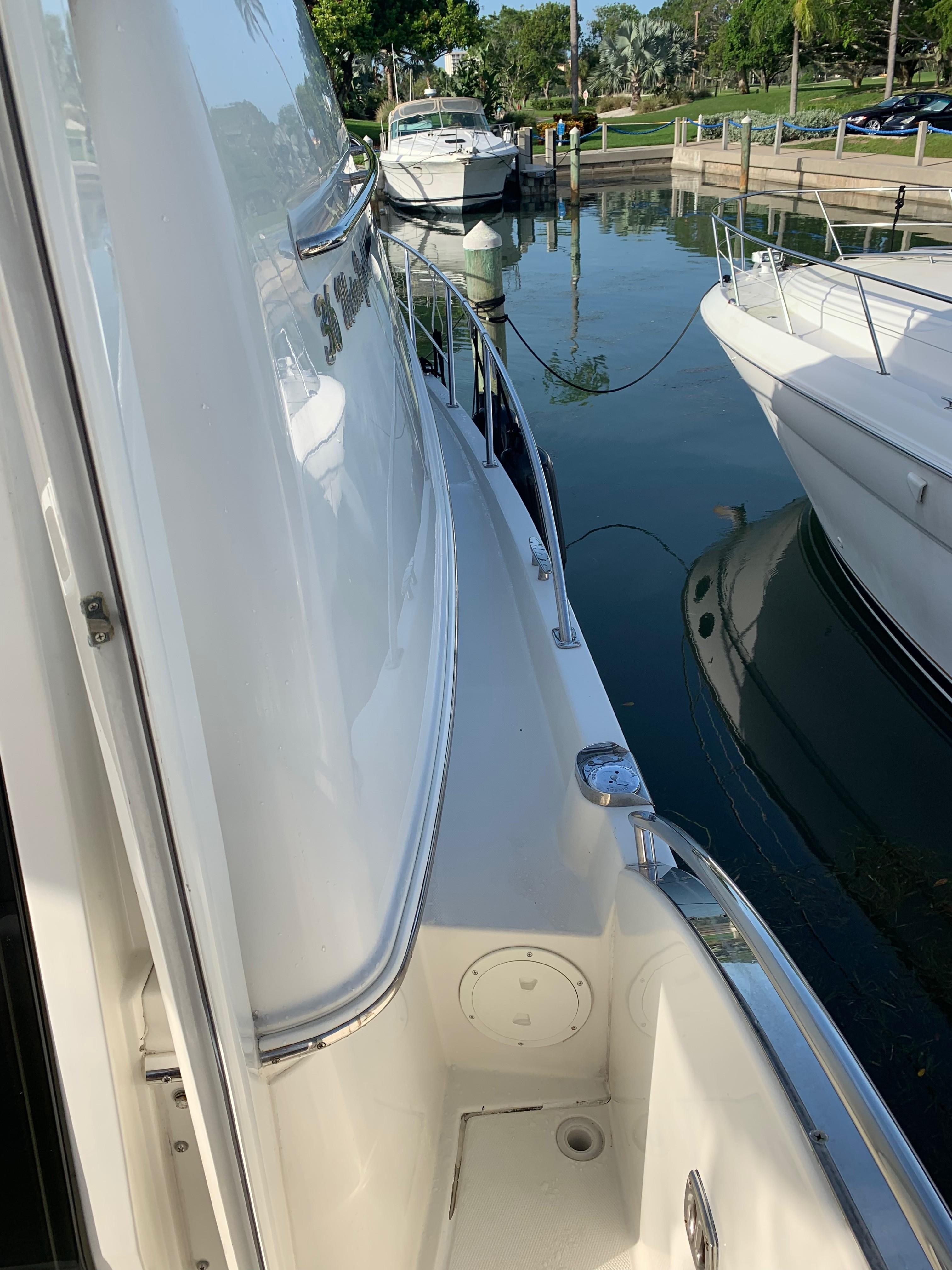 Carver 36 Motor Yacht - Access Stbd