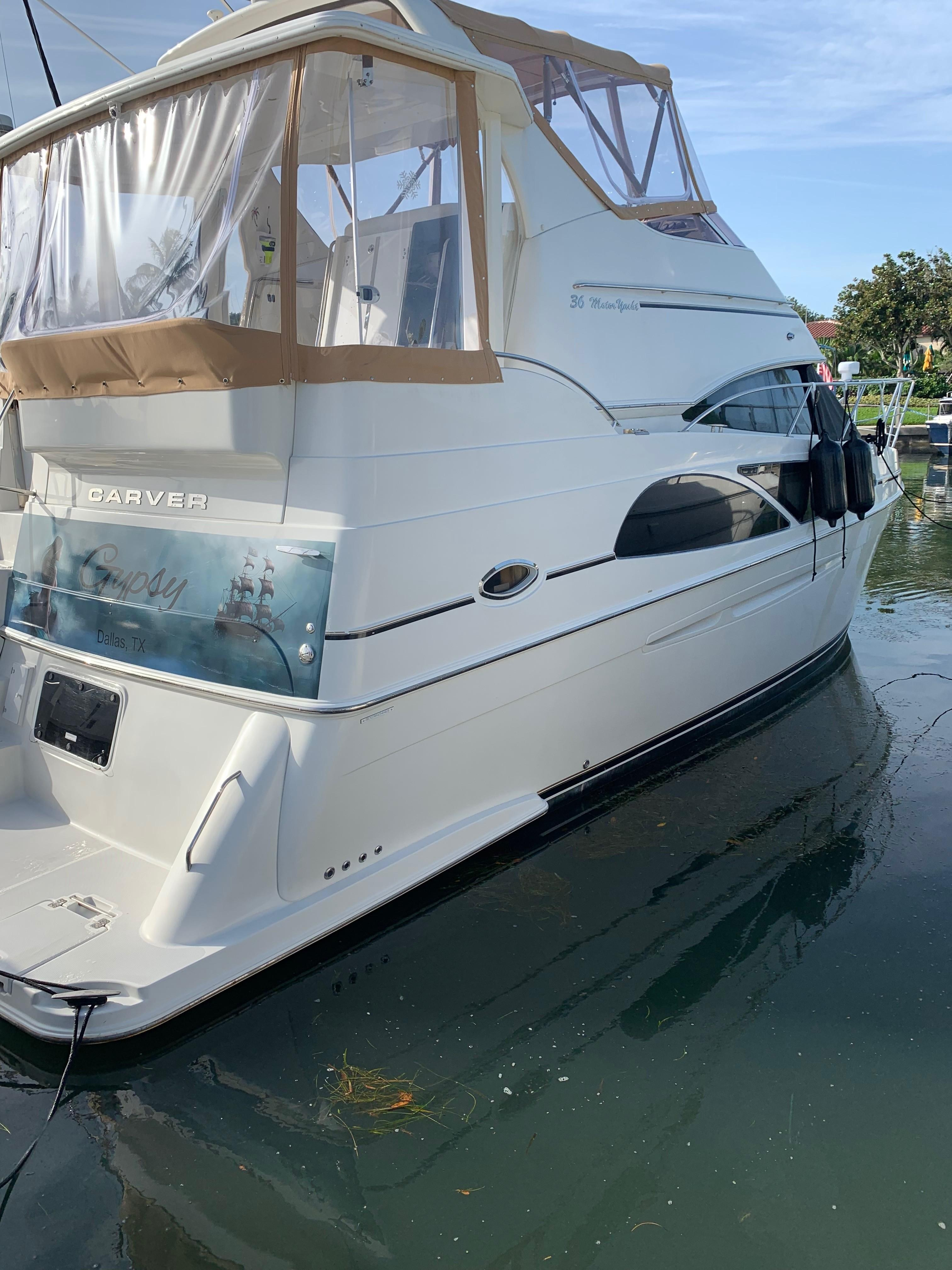 Carver 36 Motor Yacht - Sarboard View