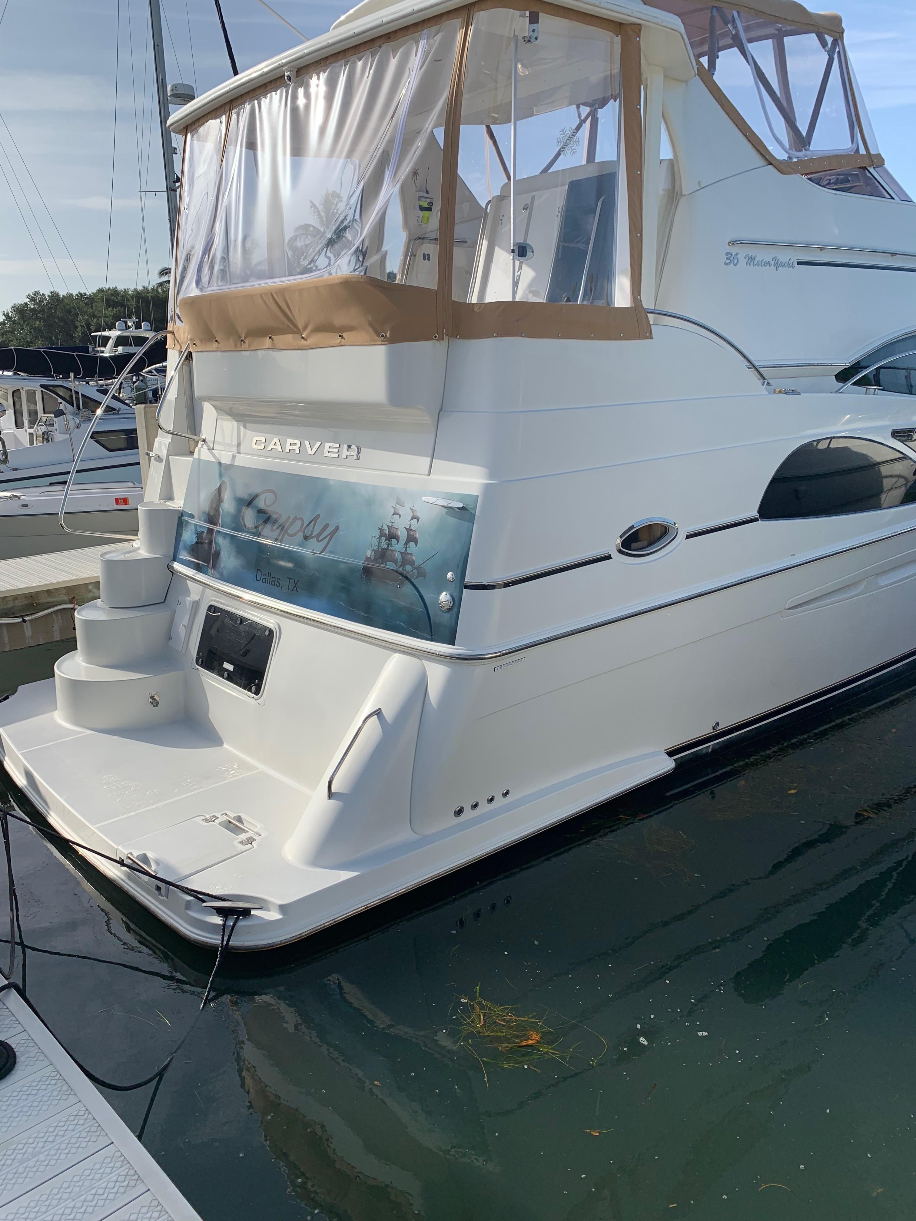 Carver 36 Motor Yacht - Transom