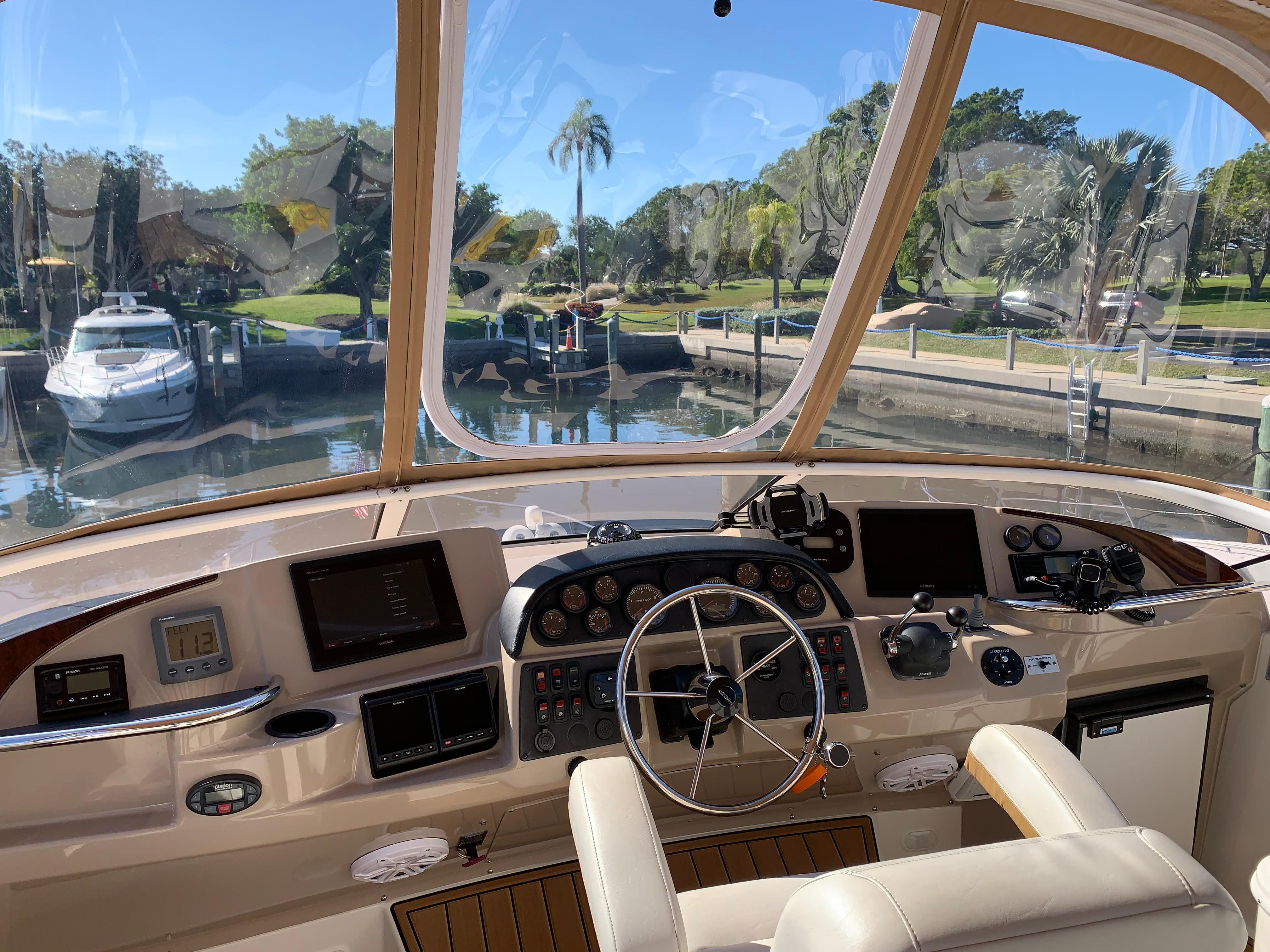 Carver 36 Motor Yacht - Clear Glass