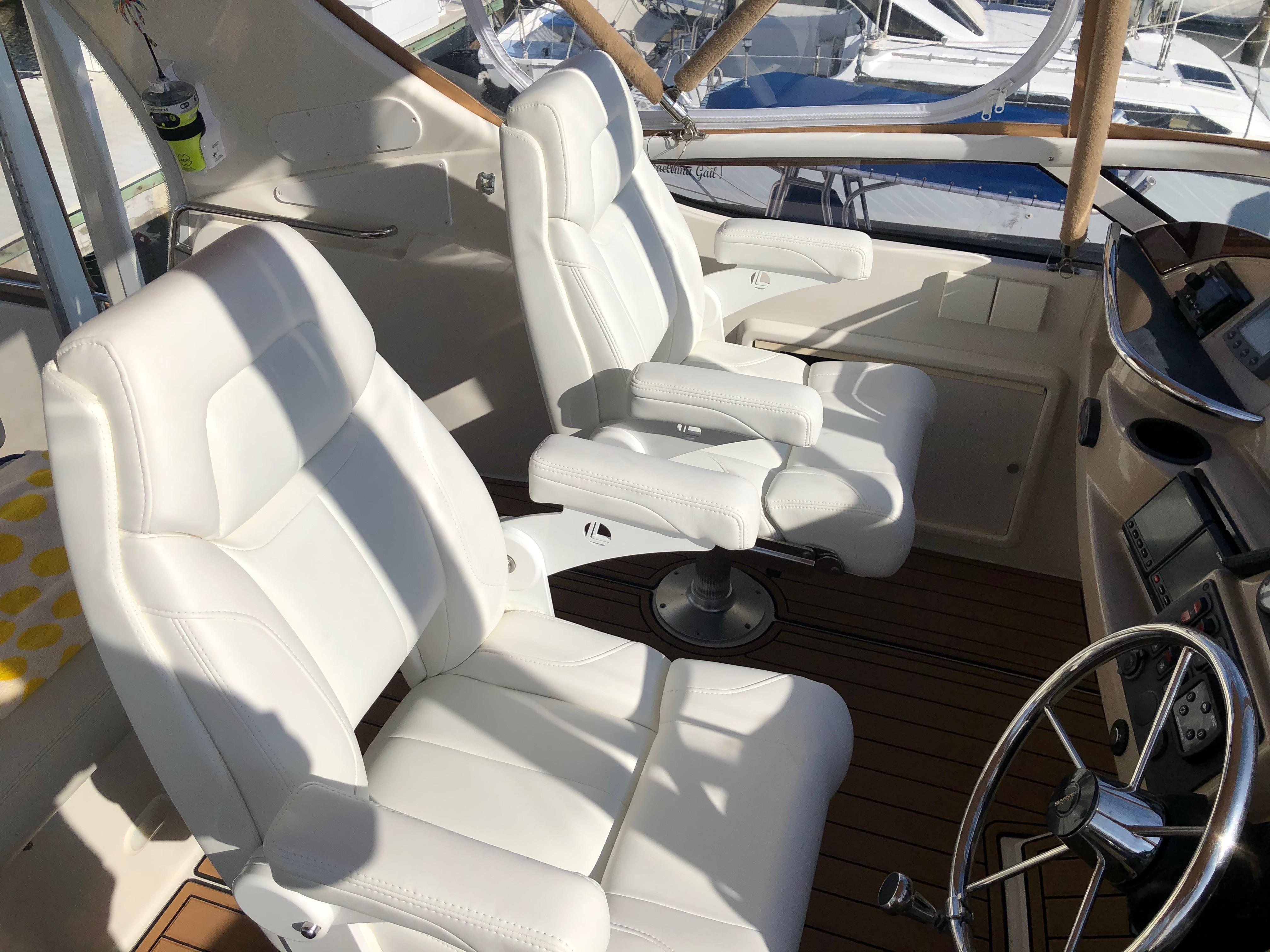Carver 36 Motor Yacht - 2 New Captains Chairs