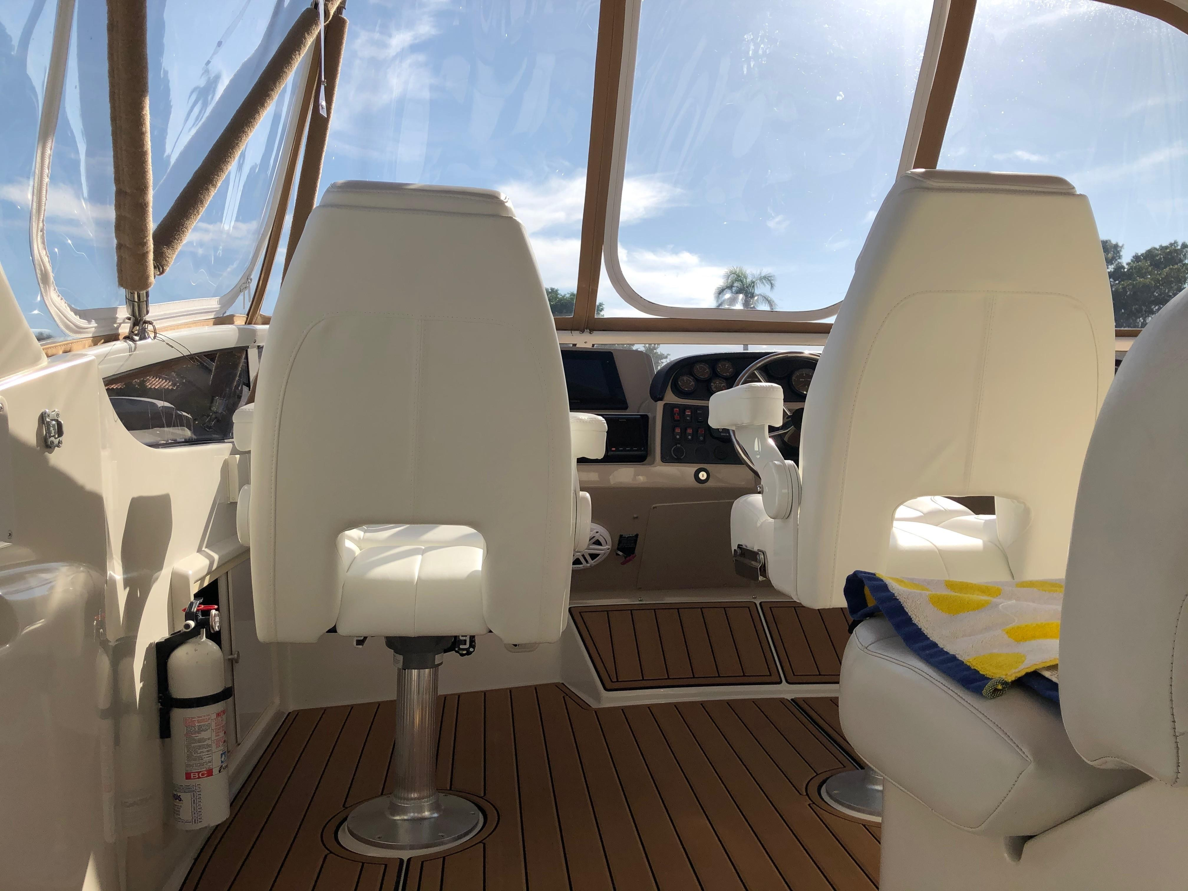 Carver 36 Motor Yacht - New Chairs