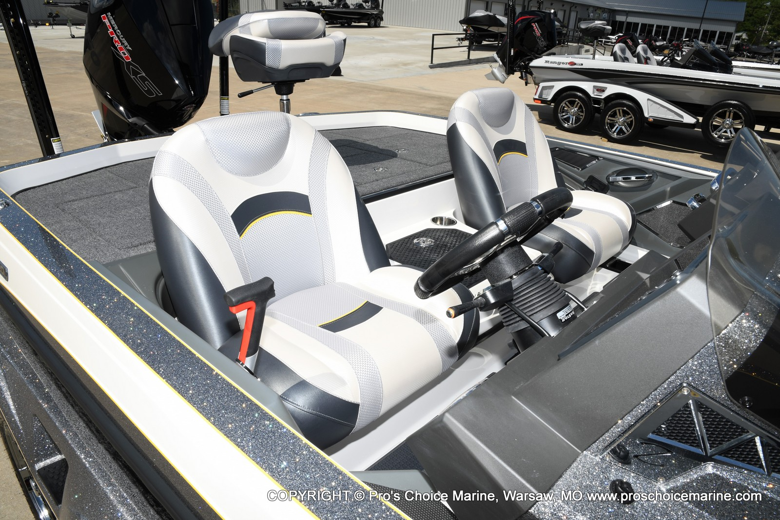 2021 Ranger Boats boat for sale, model of the boat is Z520L Cup Equipped DUAL CONSOLE & Image # 3 of 50
