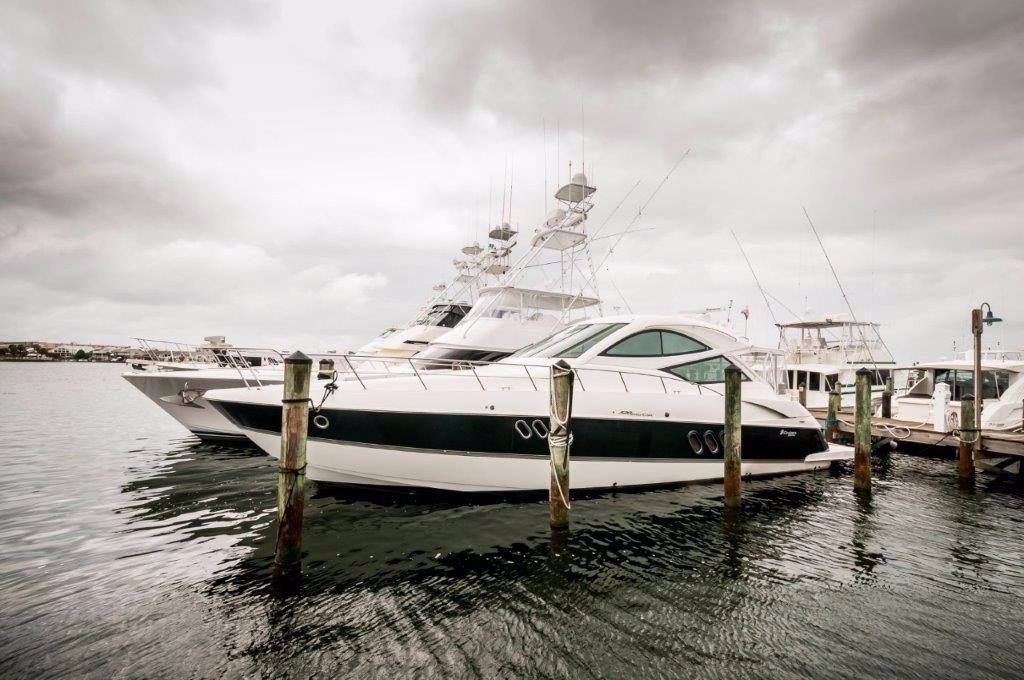 2009 Cruisers Yachts 52 Coupe