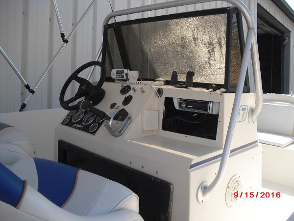 1986 PROLINE boat for sale, model of the boat is 17' CENTER CONSOLE & Image # 4 of 31