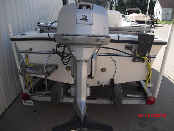 1986 PROLINE boat for sale, model of the boat is 17' CENTER CONSOLE & Image # 6 of 31