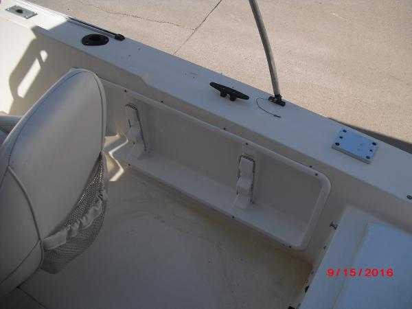 1986 PROLINE boat for sale, model of the boat is 17' CENTER CONSOLE & Image # 20 of 31