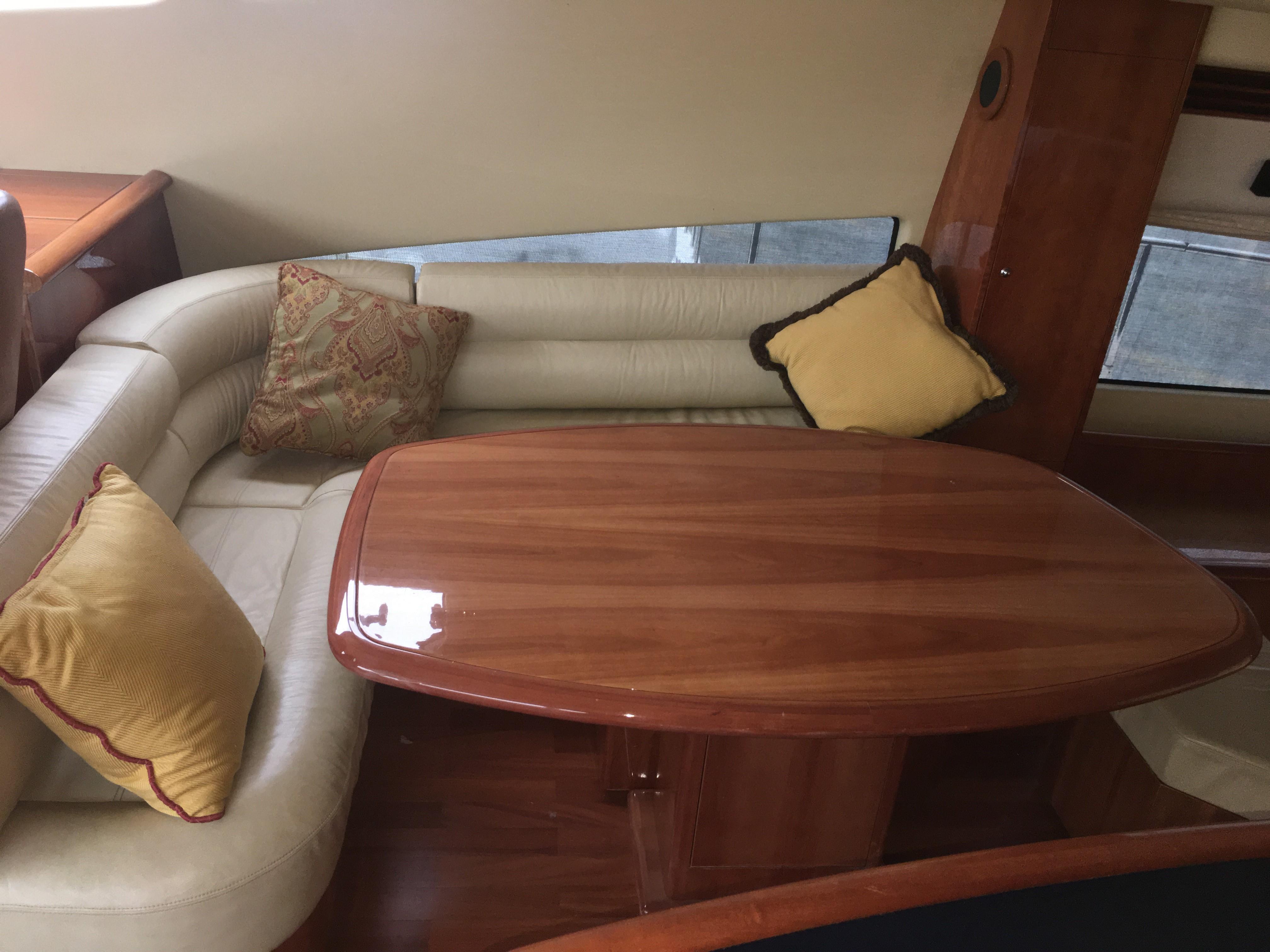 Starboard bridge lounge seats 6