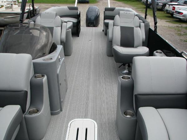 2020 Veranda boat for sale, model of the boat is VR25RC Package Tri-Toon & Image # 9 of 24