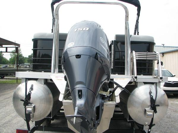 2020 Veranda boat for sale, model of the boat is VR25RC Package Tri-Toon & Image # 19 of 24