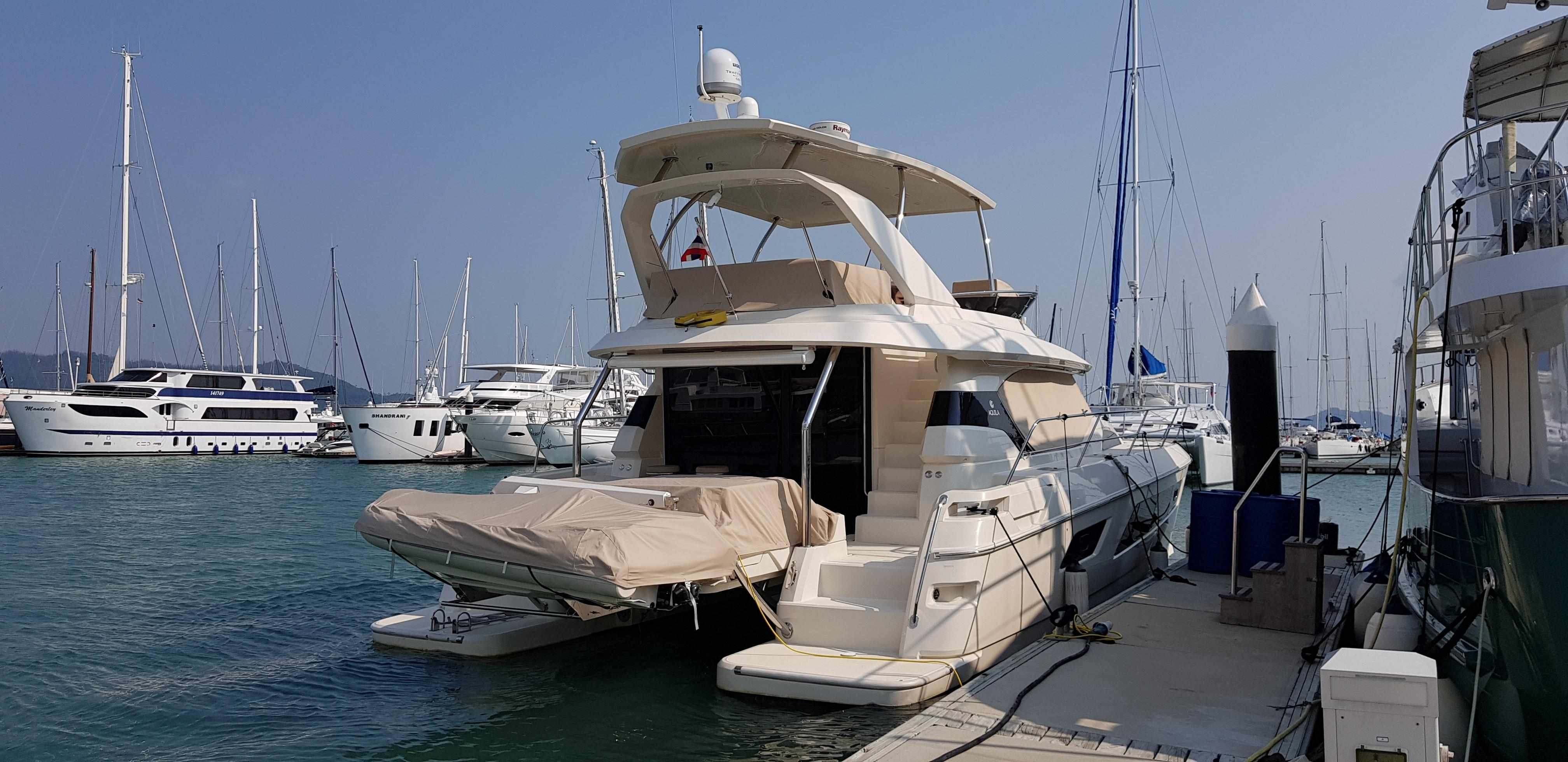 Aquilla 44 Stern view port side