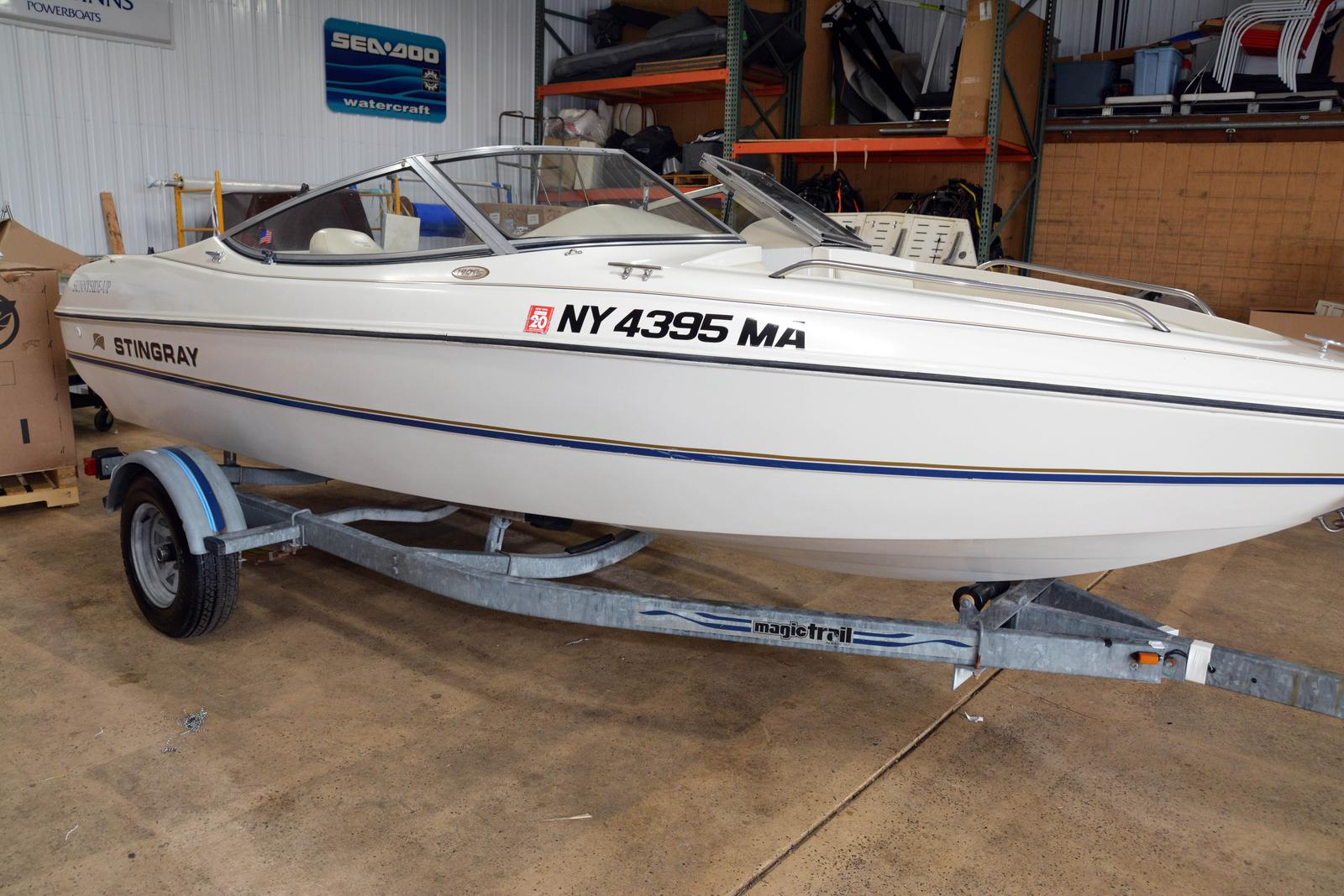 2000 STINGRAY 18' OPEN BOW RIDER for sale