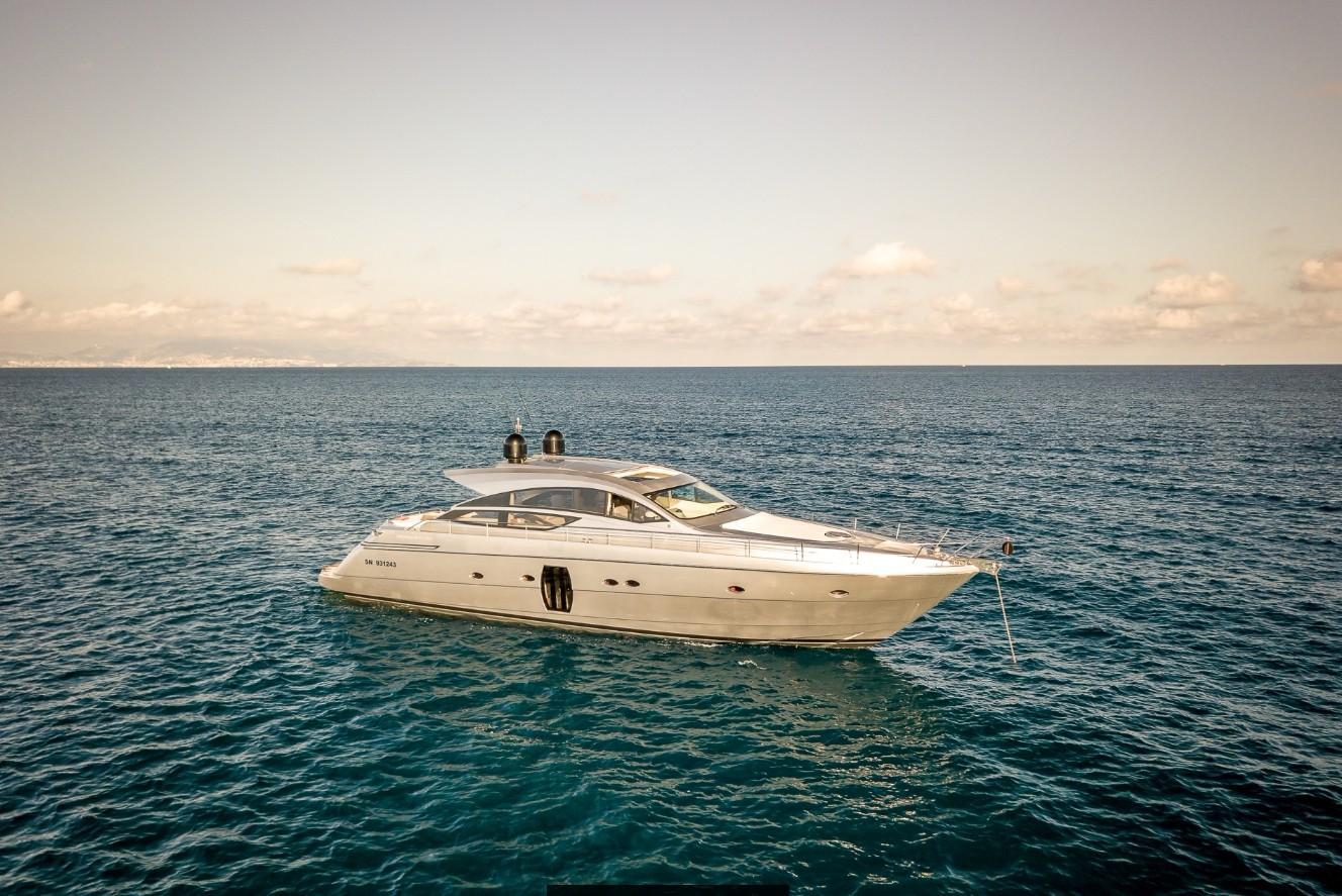 65.75 ft Pershing 64 Silver