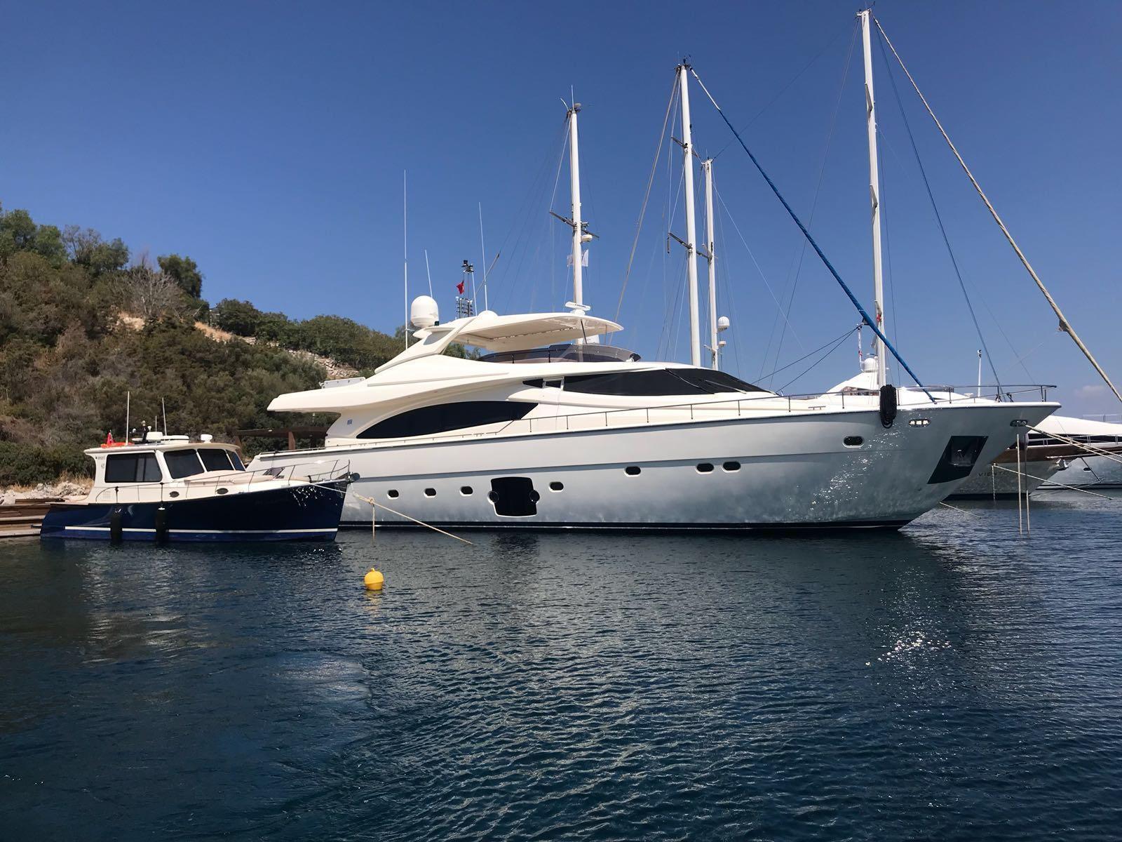 88.58 ft Ferretti Yachts 881