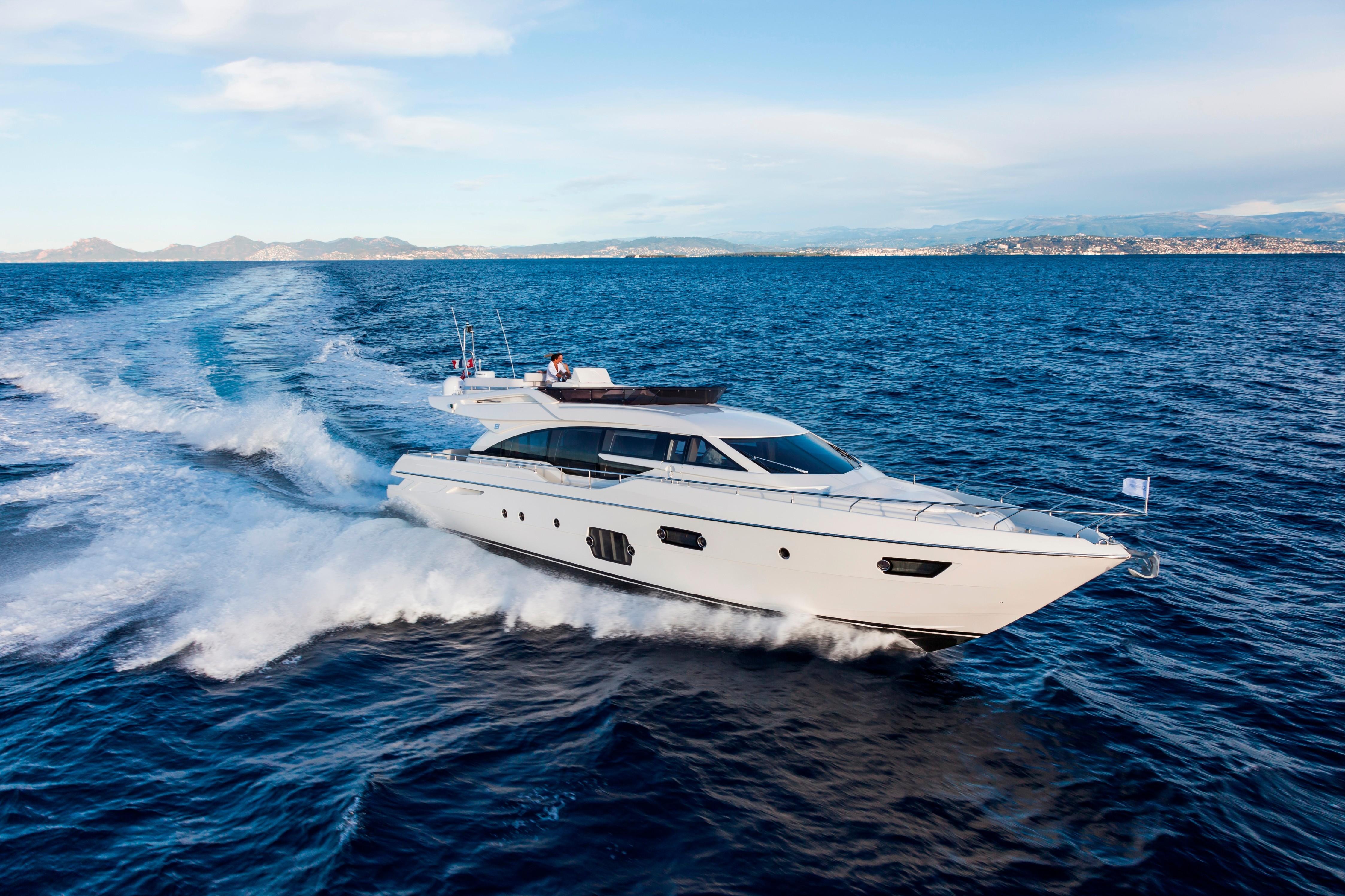2014 Ferretti 690 - Profile