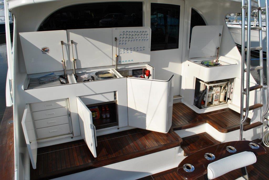 Cockpit storage center