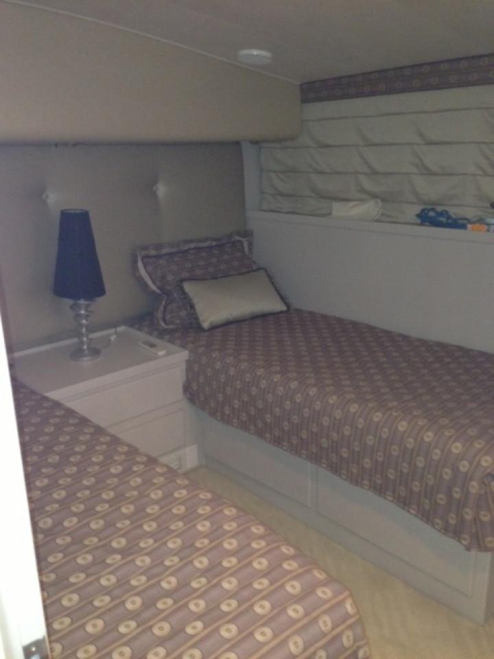 2nd guest stateroom w/ twin berths