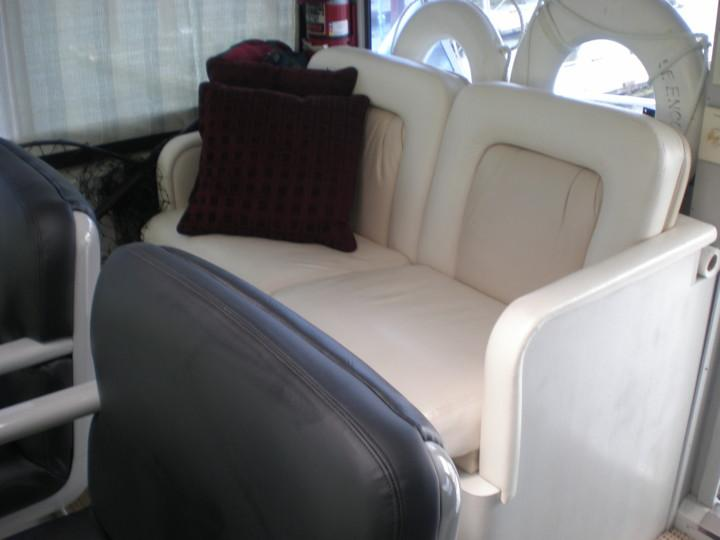 Bridge helm seating