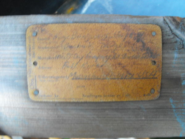 The original cradle shipping plate
