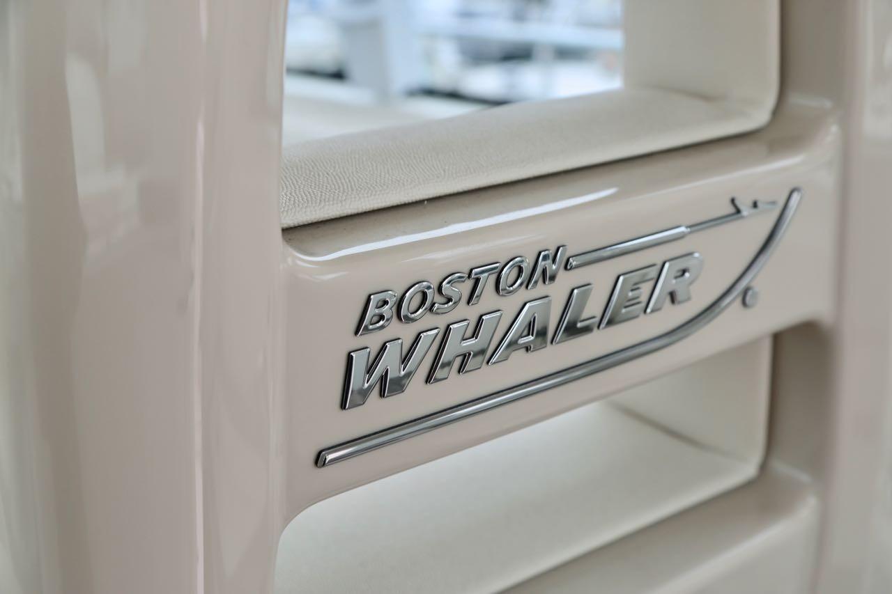 2015 Boston Whaler 315 Conquest Pilothouse