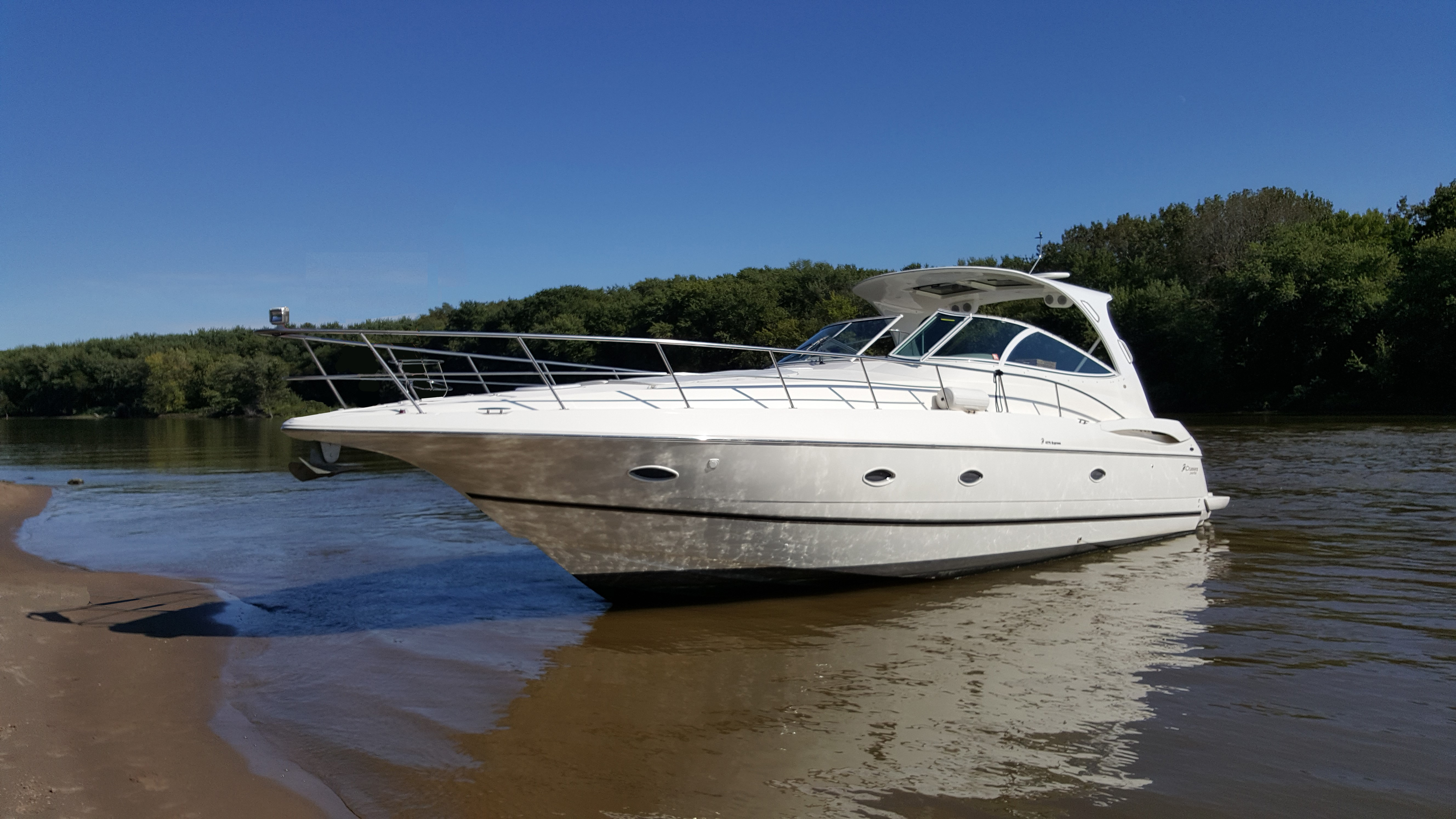 46 ft Cruisers Yachts 4370