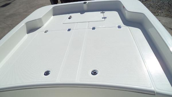2019 Mako boat for sale, model of the boat is Pro Skiff 17 CC & Image # 2 of 12