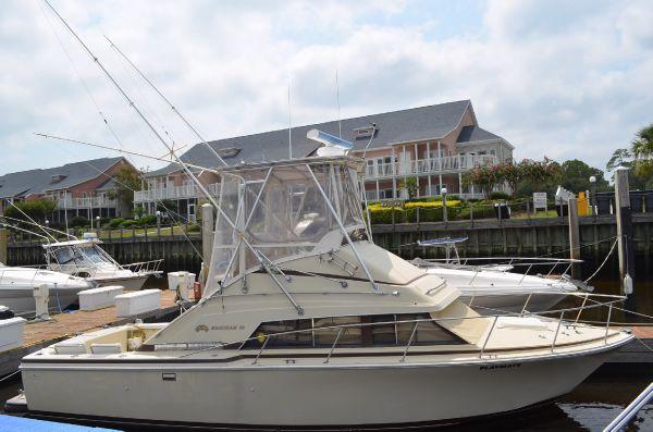 Bertram 30 Flybridge Cruiser Convertible Boats. Listing Number: M-3701801