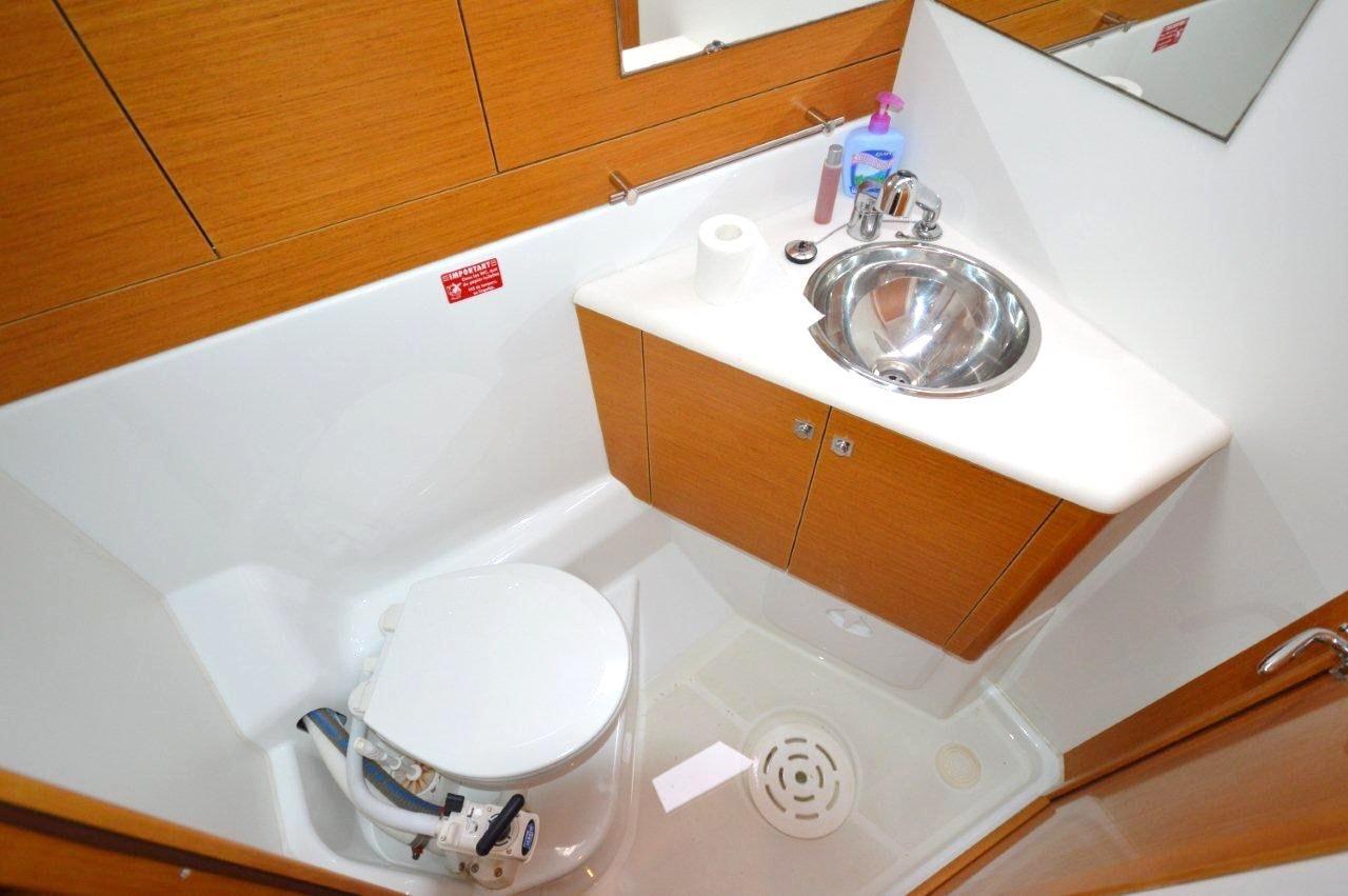 Jeanneau 53 - Pedetti Yacht Sales