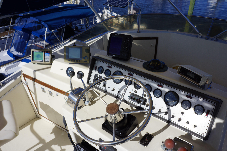 Chris-craft 382 Commander - Photo: #17
