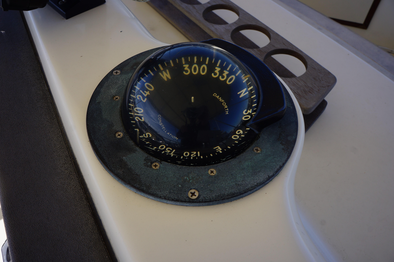 Chris-craft 382 Commander - Photo: #19