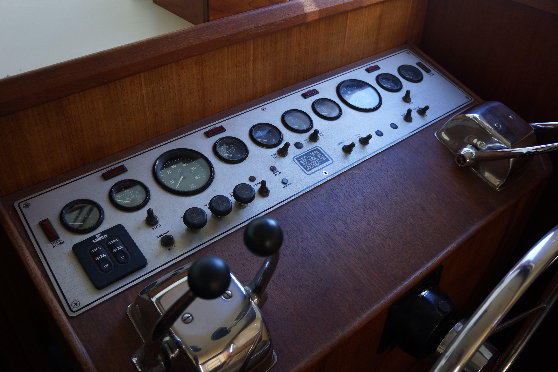 Chris-craft 382 Commander - Photo: #37