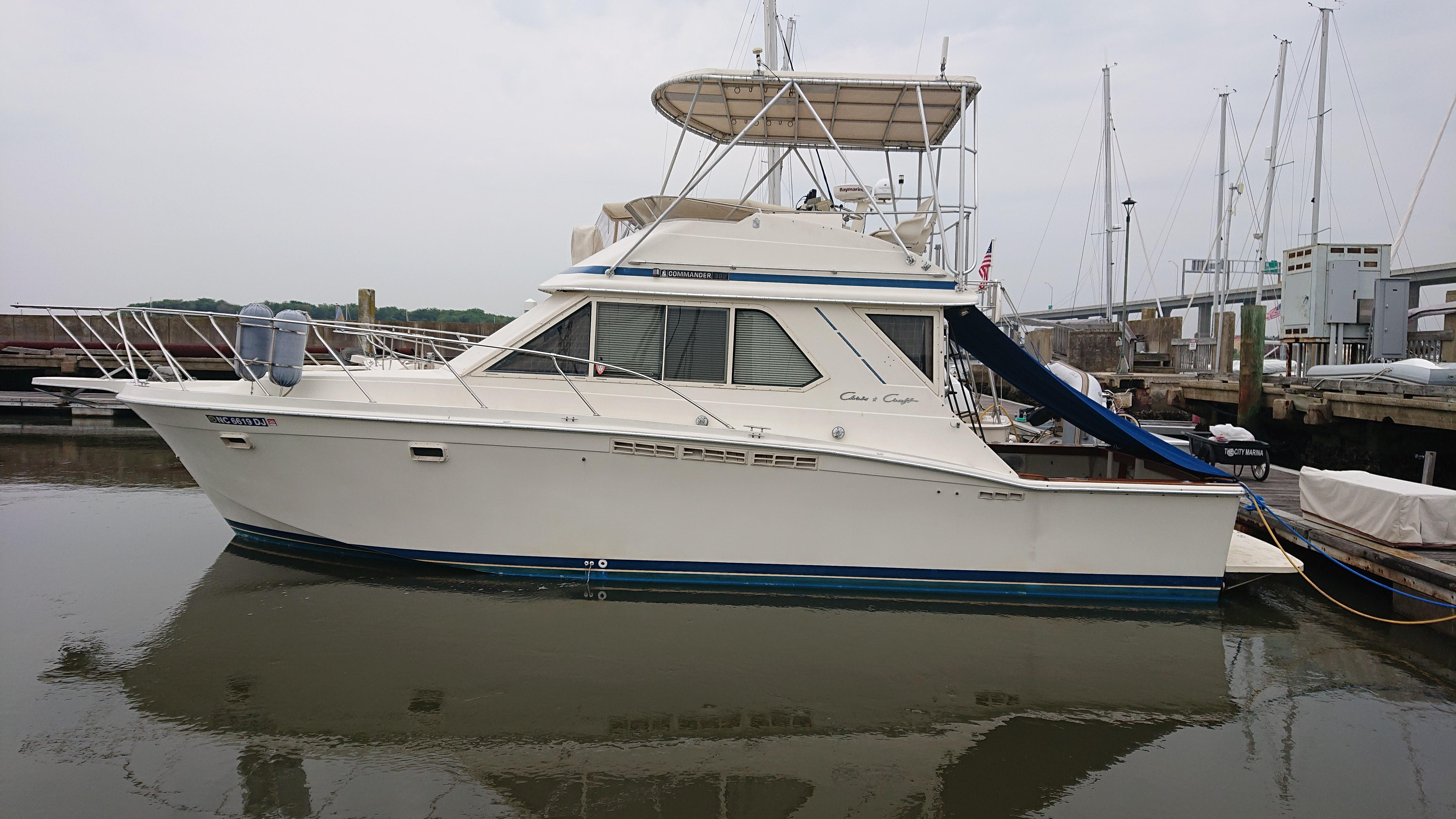 Chris-craft 382 Commander - Photo: #43