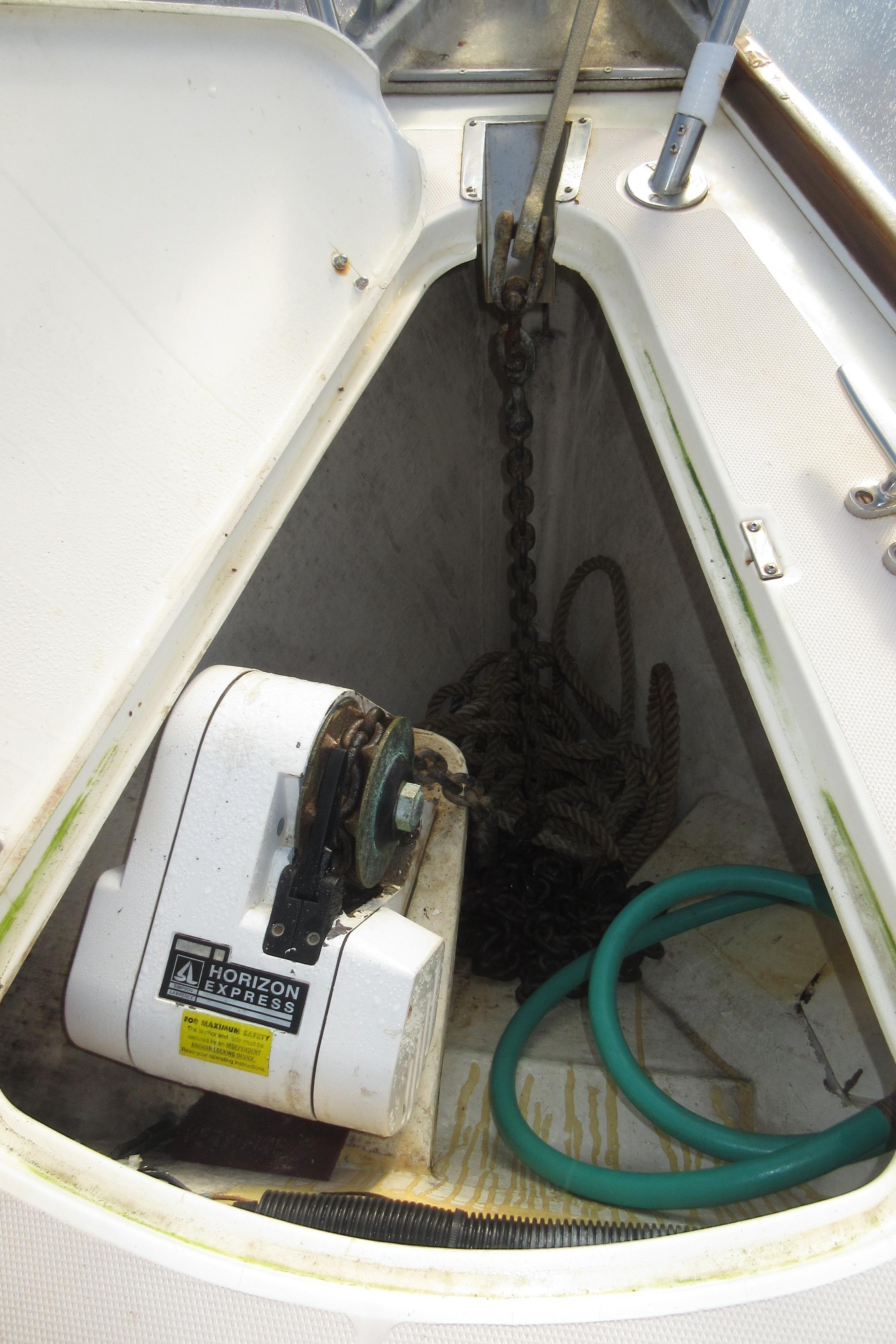 40 sabre sabre 402 coatue anchor locker with windlass and washdown