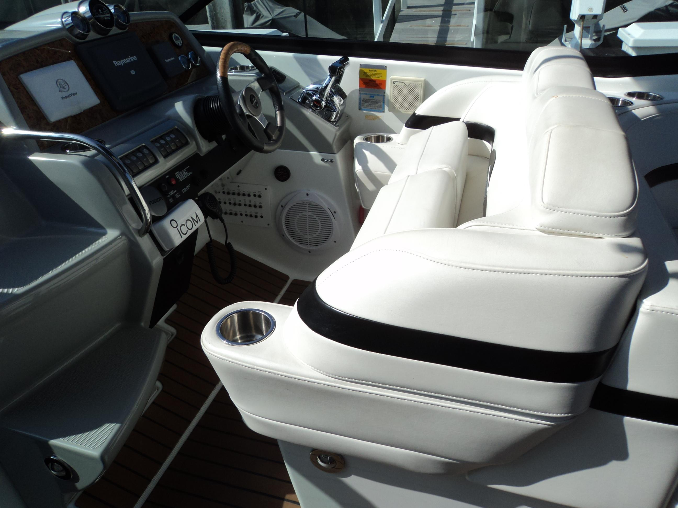 Dual Helm Seats With Bolsters