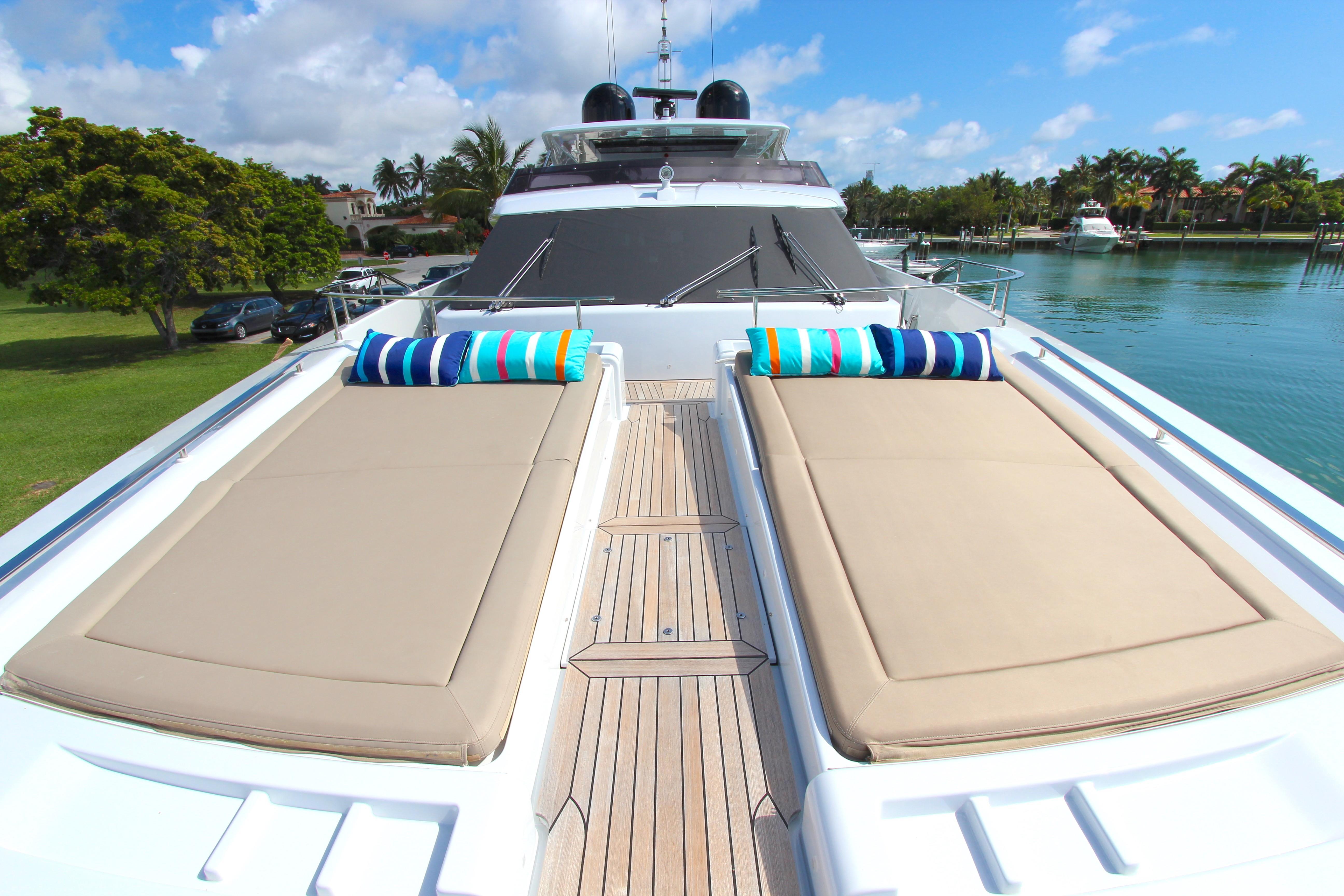 2016 Custom Line 108 - Bow Sunpads