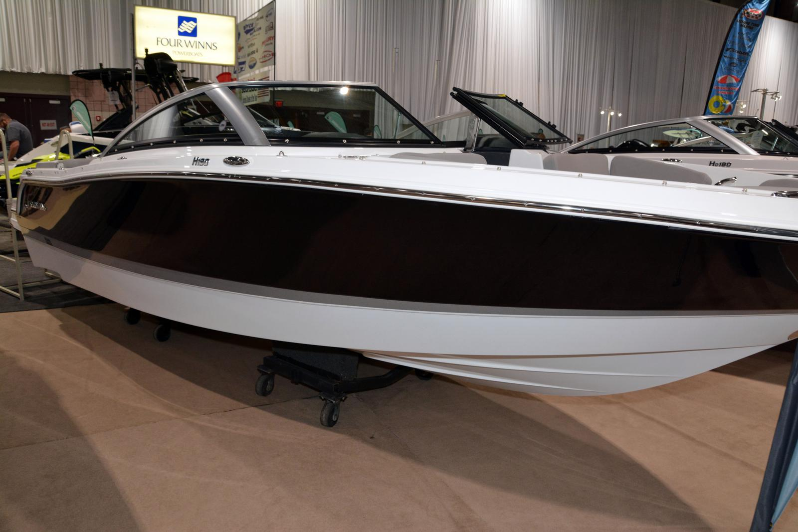 2020 Four Winns boat for sale, model of the boat is Horizon 190 & Image # 1 of 21