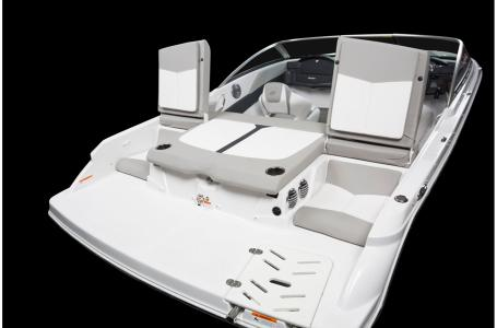 2020 Four Winns boat for sale, model of the boat is Horizon 190 & Image # 7 of 21