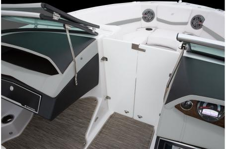 2020 Four Winns boat for sale, model of the boat is Horizon 210 & Image # 2 of 24