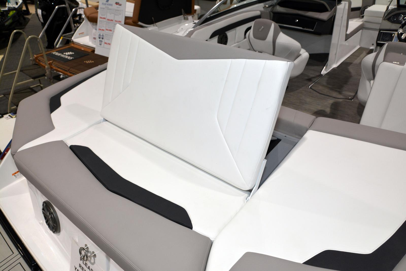 2020 Four Winns boat for sale, model of the boat is Horizon 230 & Image # 13 of 14